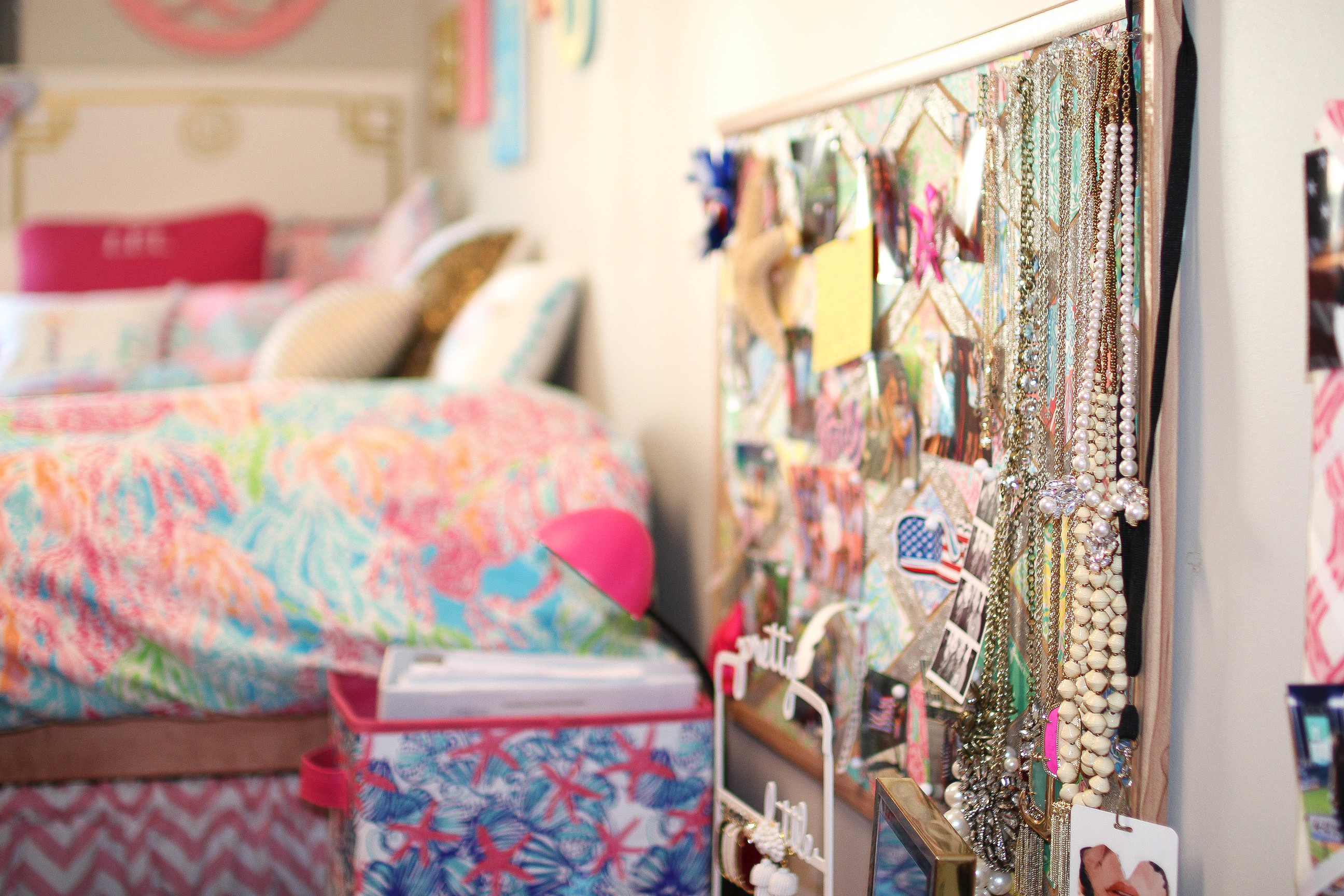 MY FRESHMAN YEAR DORM ROOM | + Giveaway