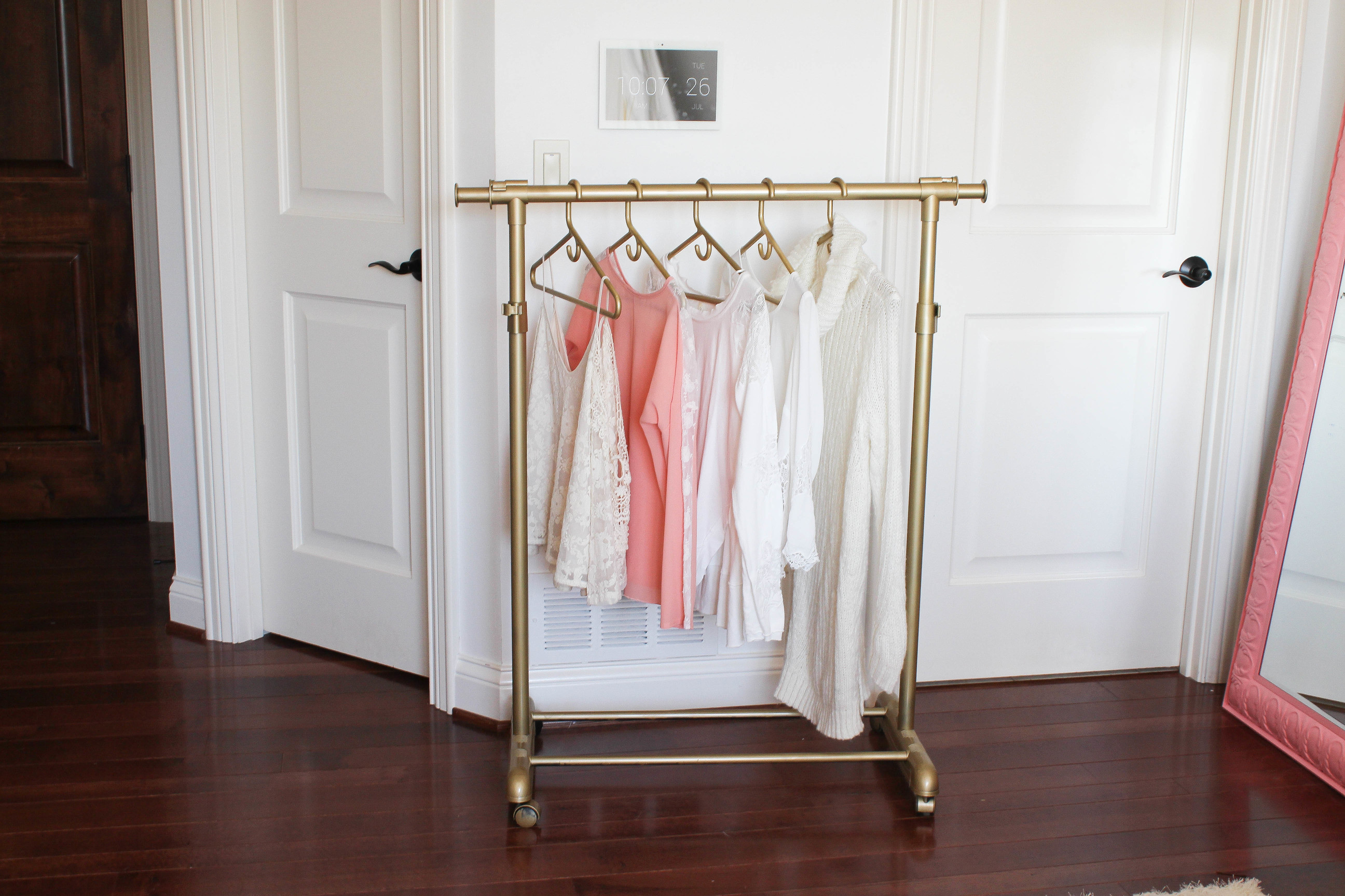 DIY gold clothing rack for UNDER $30 - garment rack - spray painted clothing hanger DIY do it yourself by lauren lindmark on daily dose of charm