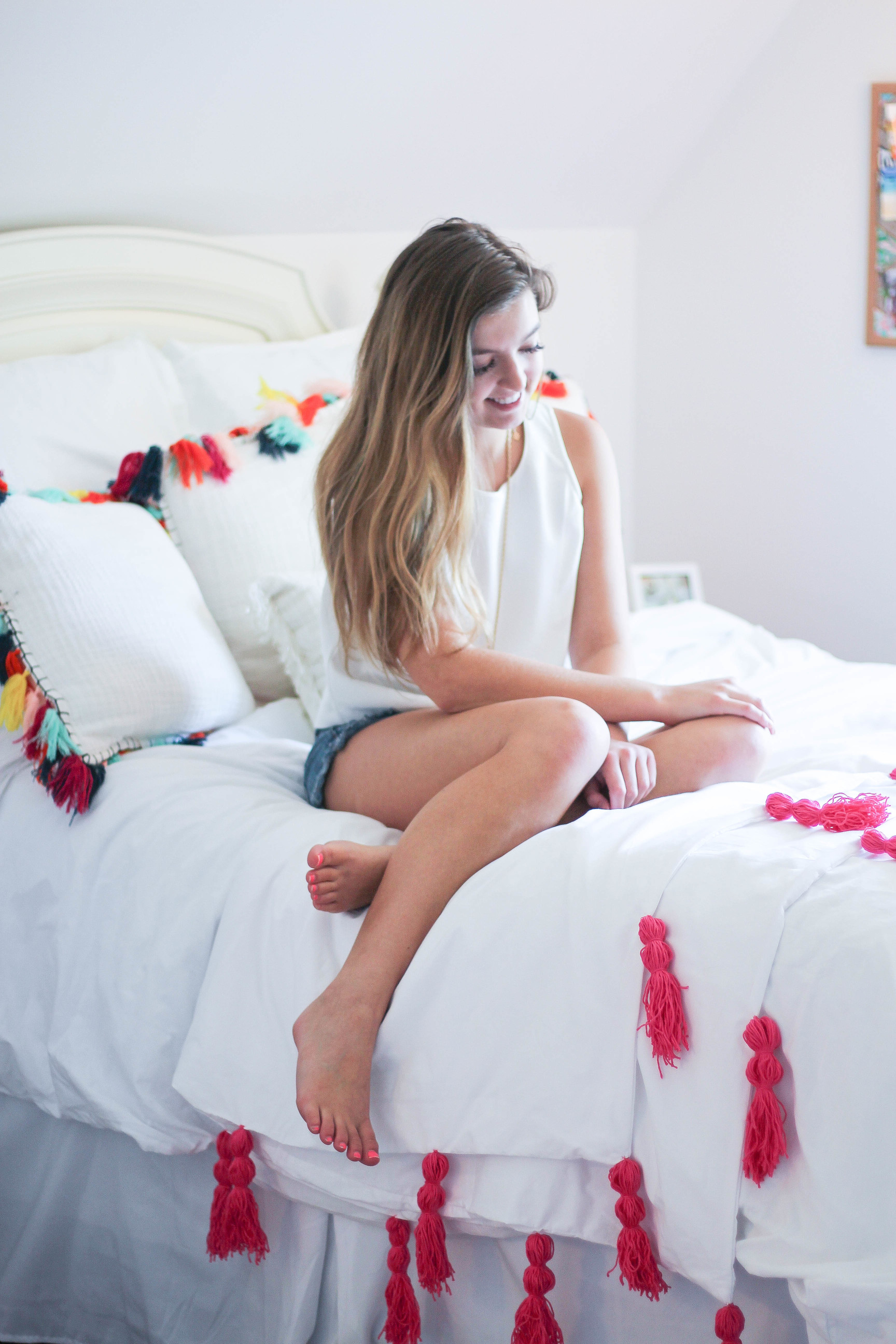 DIY Tassel bedding and crafts Tassel decor for dorm room by lauren lindmark on daily dose of charm