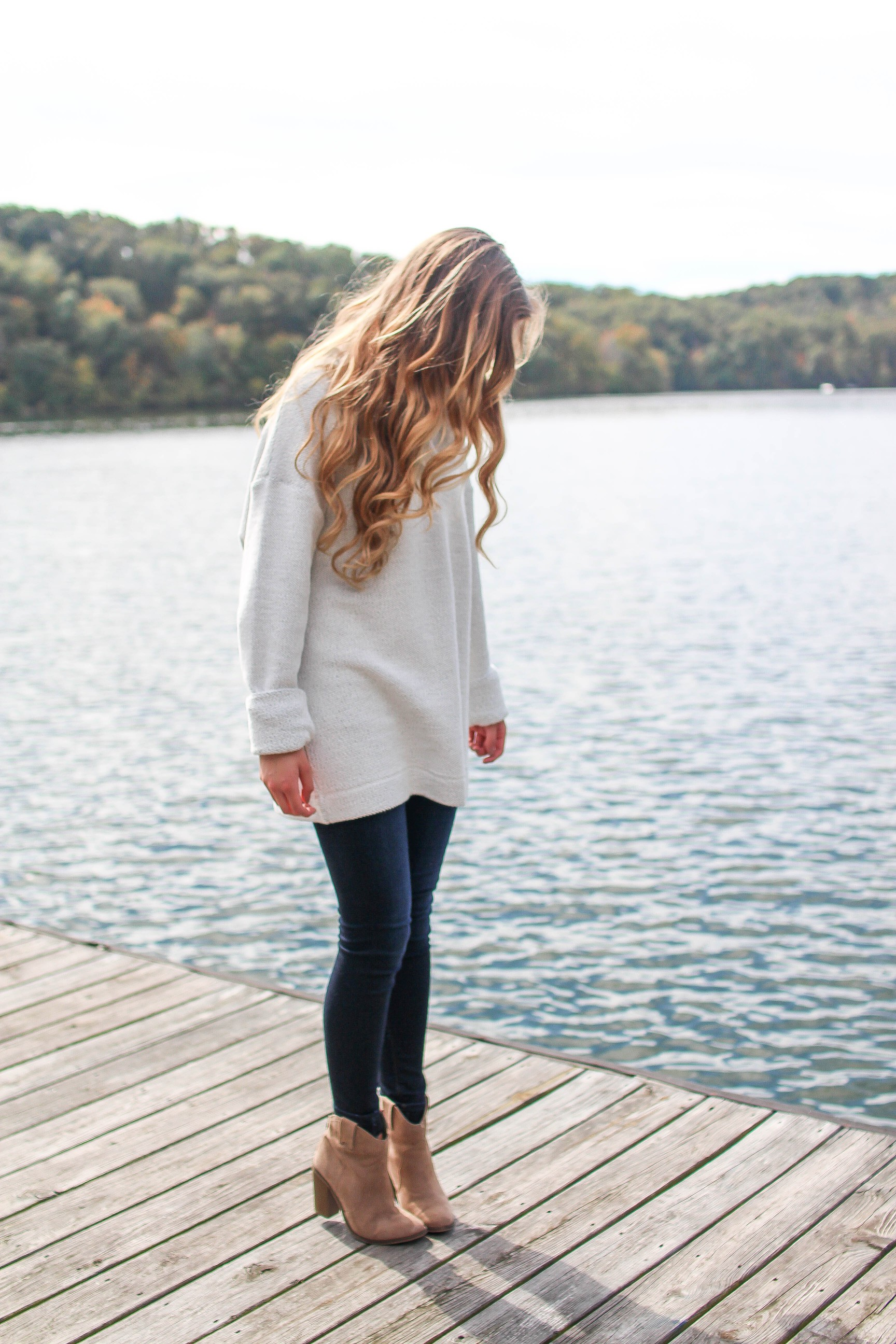 The perfect sweater that you NEED (inexpensive & comfy) on the blog daily dose of charm by lauren lindmark dailydoseofcharm.com