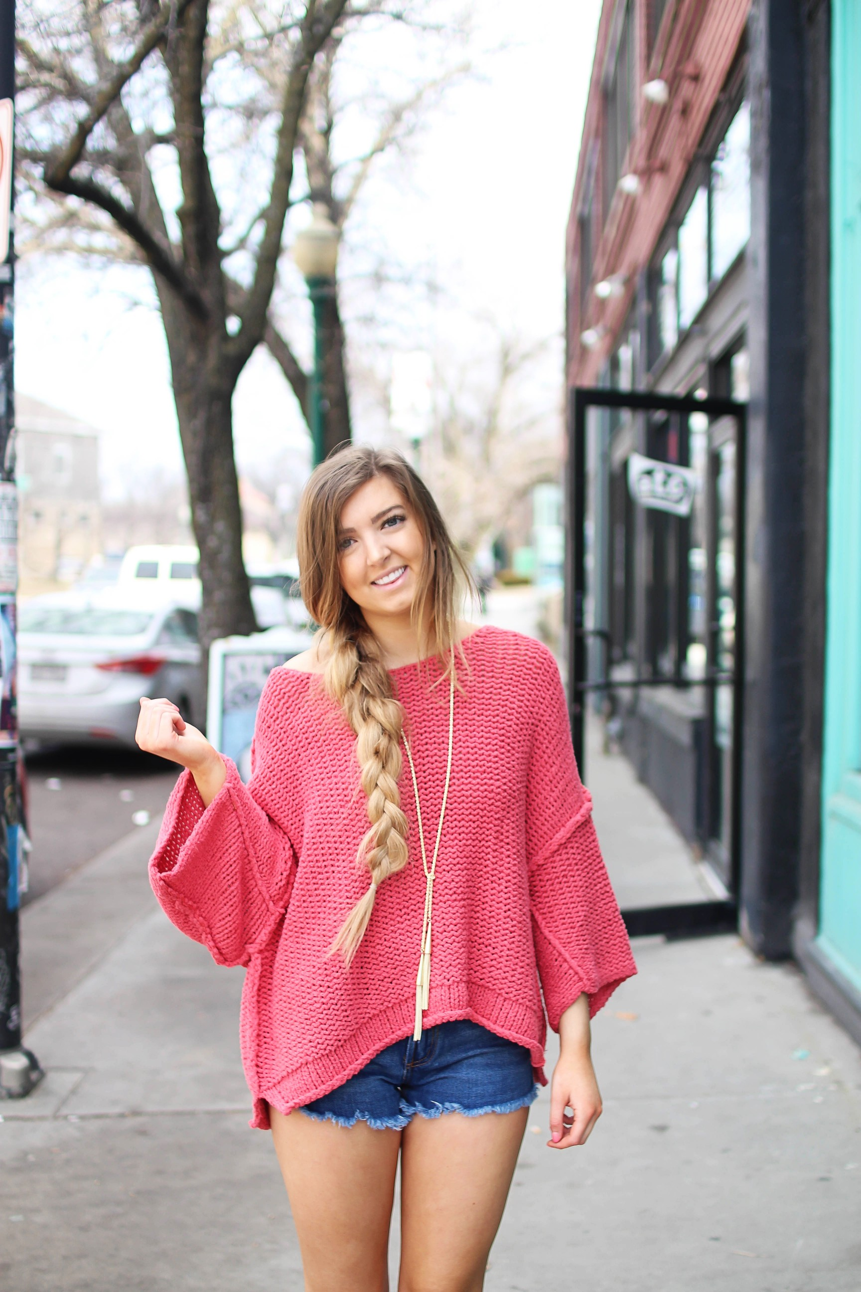 The perfect slouchy sweater! I love this coral off the shoulder sweater, it's perfectly oversized for my frayed shorts! I paired it with my favorite tied Kendra Scott necklace and tory burch sandals by Lauren Lindmark on daily dose of charm dailydoseofcharm.com