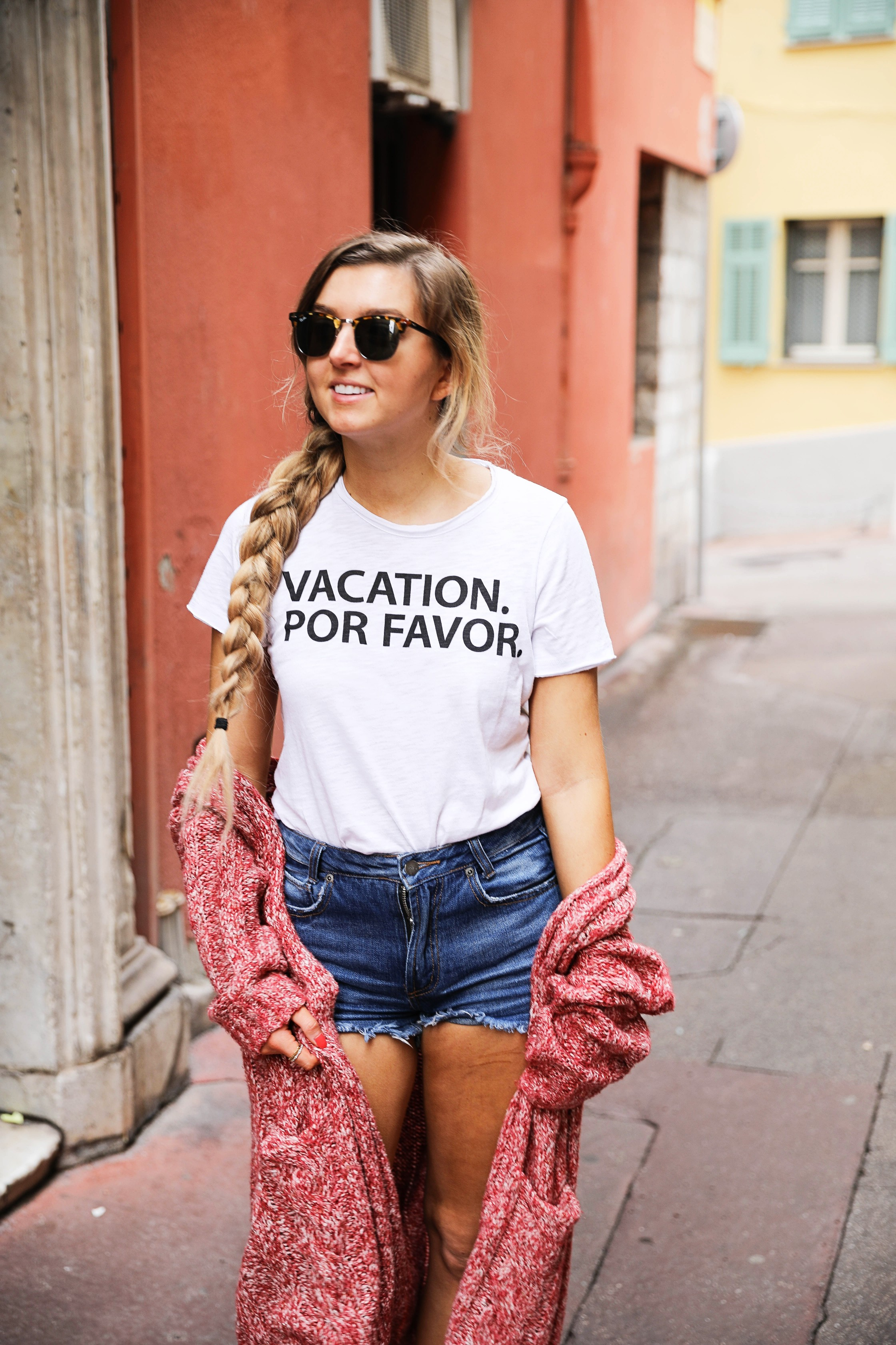 Vacation Por Favor tee outfit in the French Rivera! Nice, France is so beautiful and I loved exploring the bright colored buildings and pretty coast lines. By Lauren Lindmark on dailydoseofcharm.com daily dose of charm
