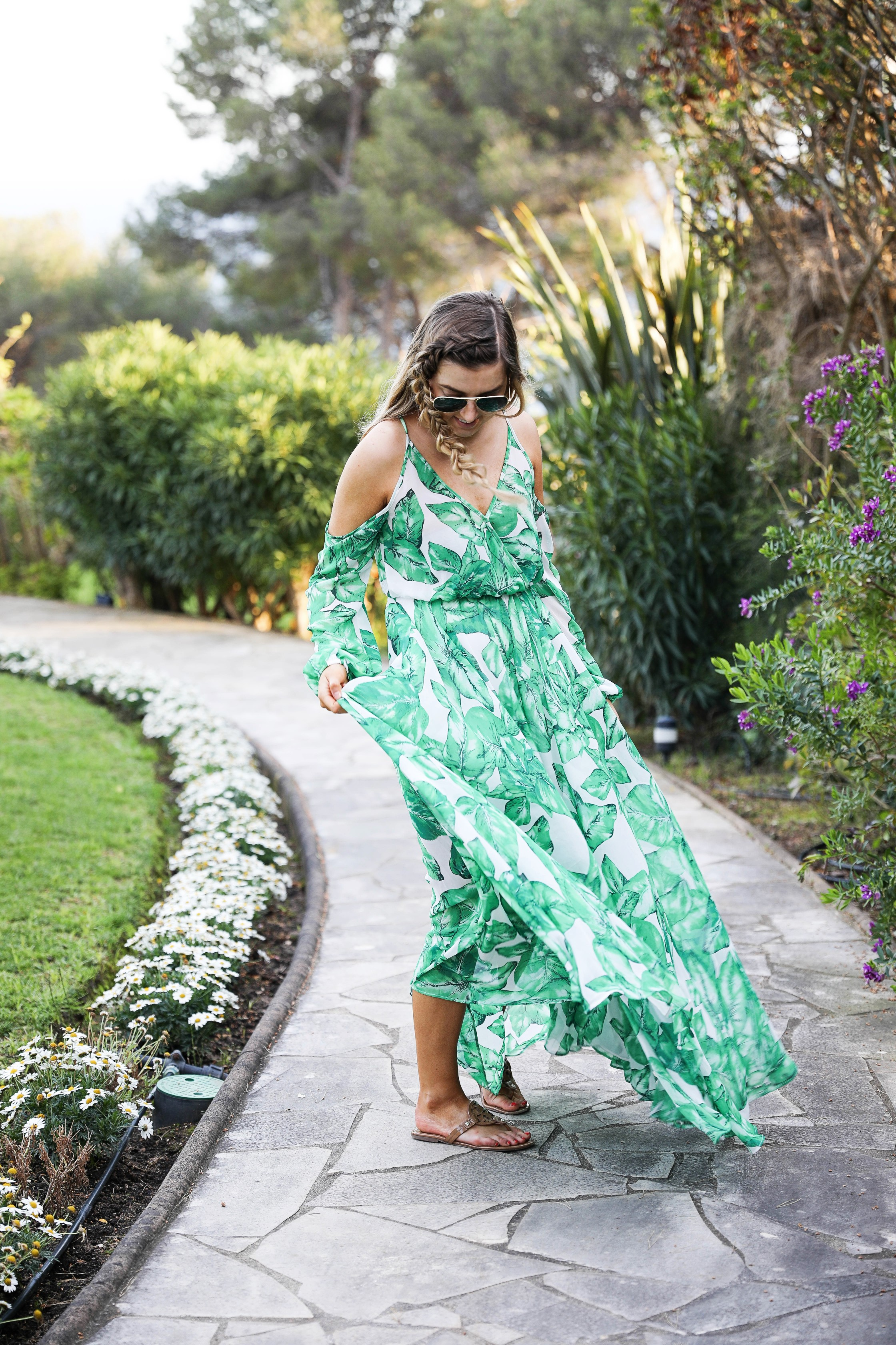 The perfect flowy island dress! I love the tropical print dress and it was a perfect outfit for Nice, France! By Lauren Lindmark on daily dose of charm dailydoseofcharm.com