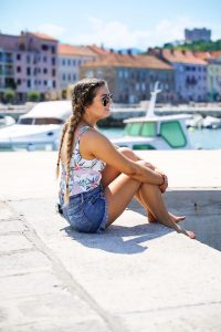 Croatia Travel beautiful ocean and beaches and swimsuit OOTD by Lauren Lindmark on daily dose of charm