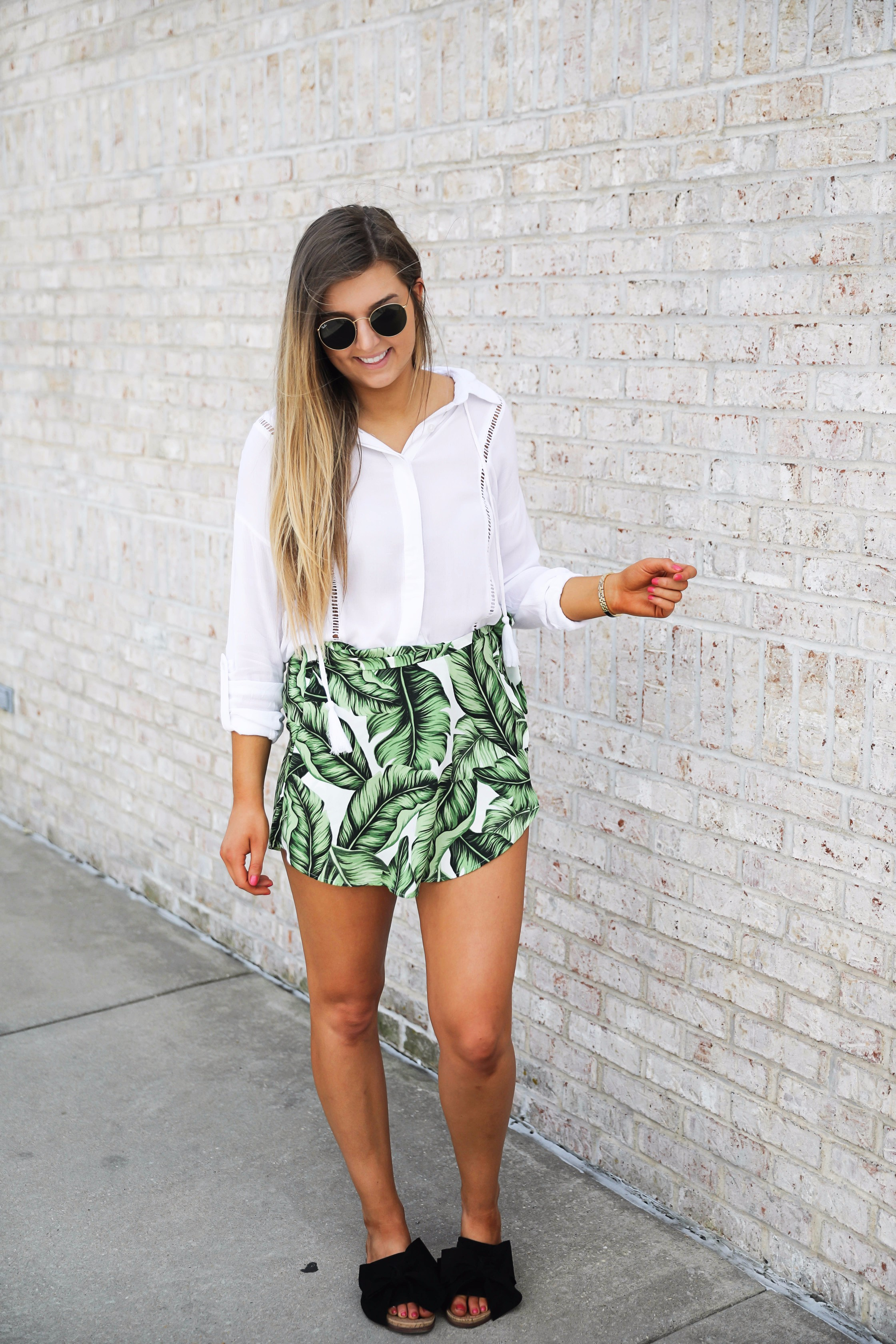 Palm leaf skort y show me your mumu with flowy a white tassel top perfect outfit for summer days! on fashoin blog daily dose of charm by lauren lindmark