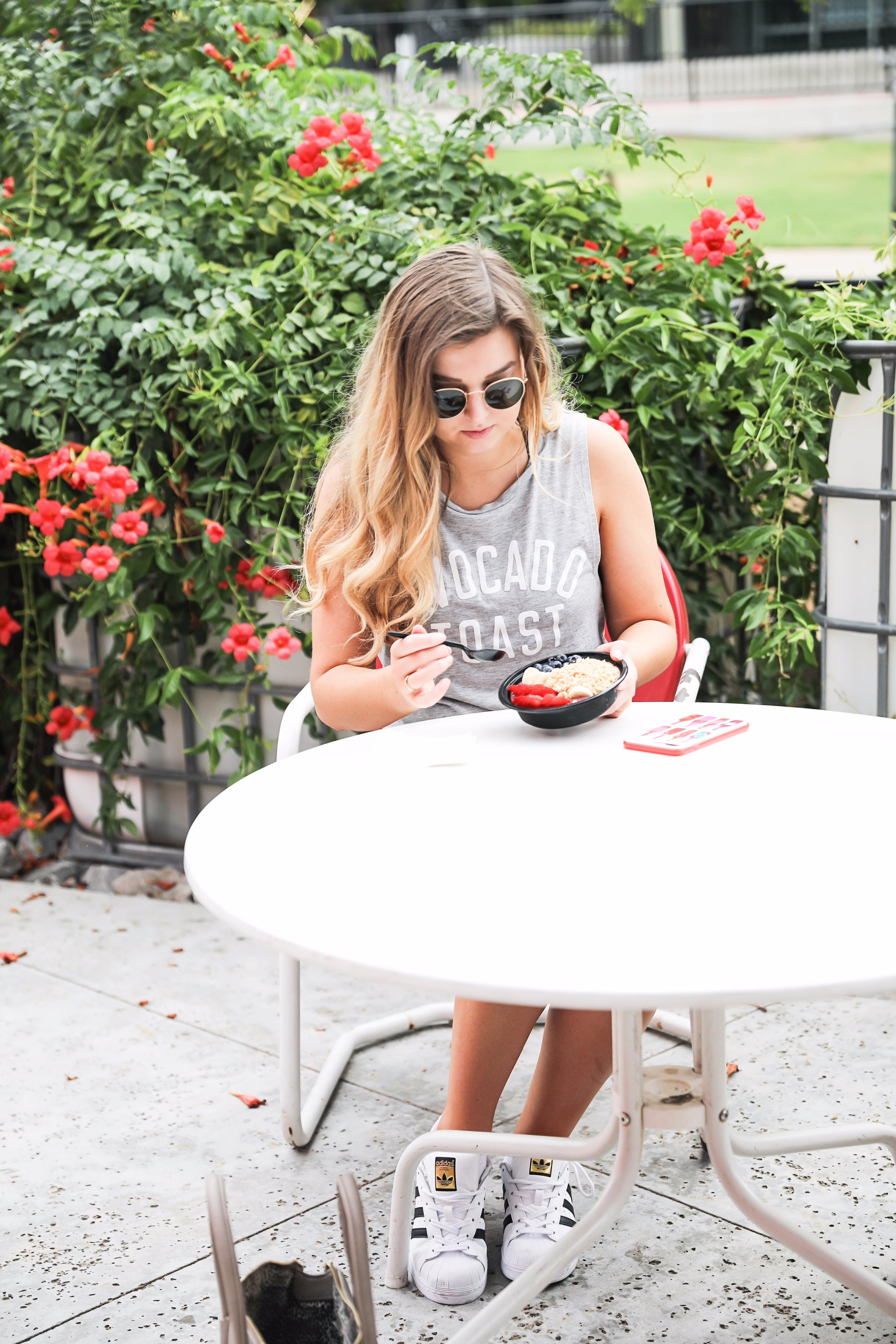 The best acai bowls, shots, and smoothies in oklahoma city! Wheeze the Juice okc meals. I am wearing the cutest avocado toast tank! By fashion blogger daily dose of charm lauren lindmar