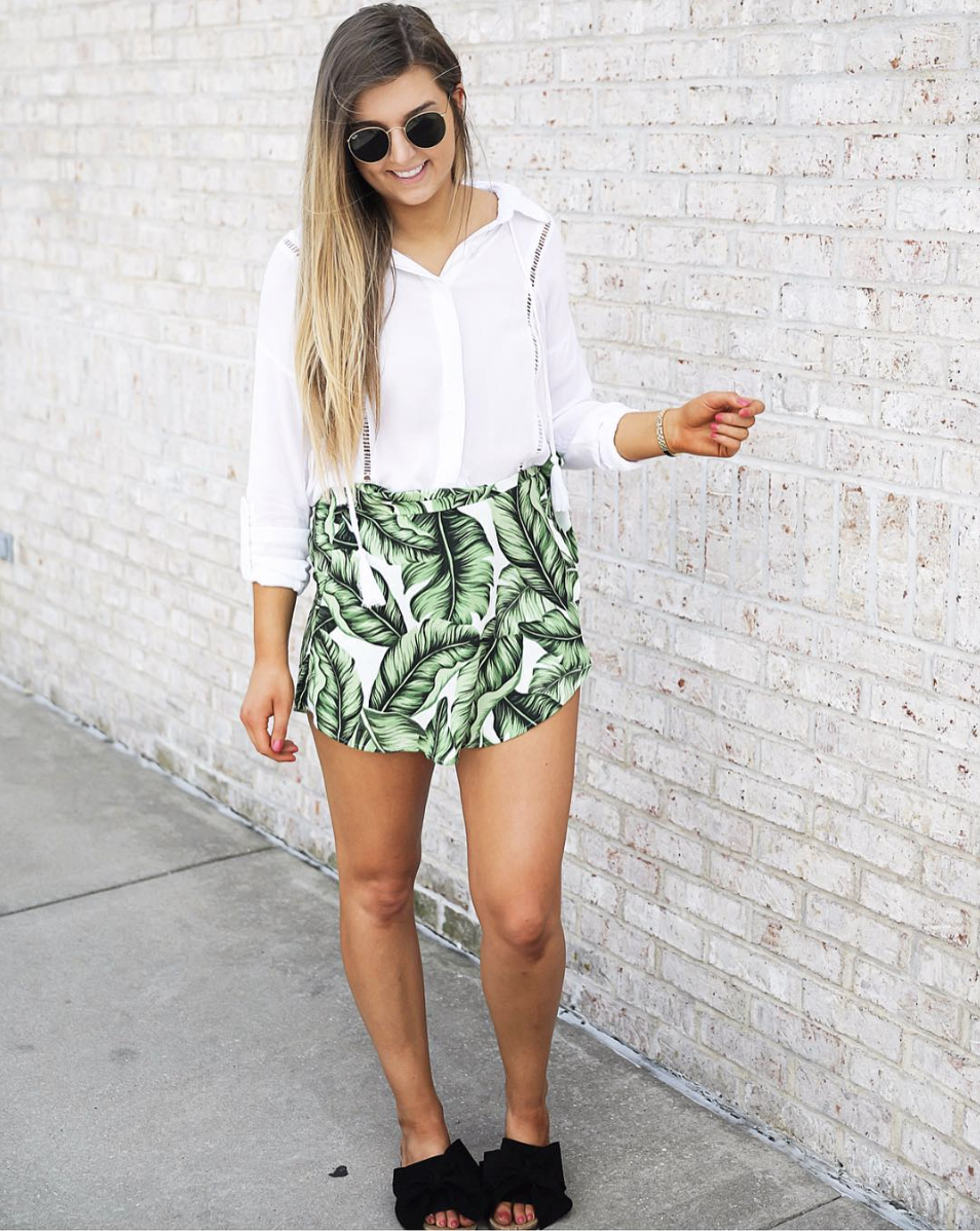 White top and palm leaf skort on June Instagram Roundup 2017 on fashion Instagram @dailydoseofcharm by fashion blogger daily dose of charm AKA lauren lindmark