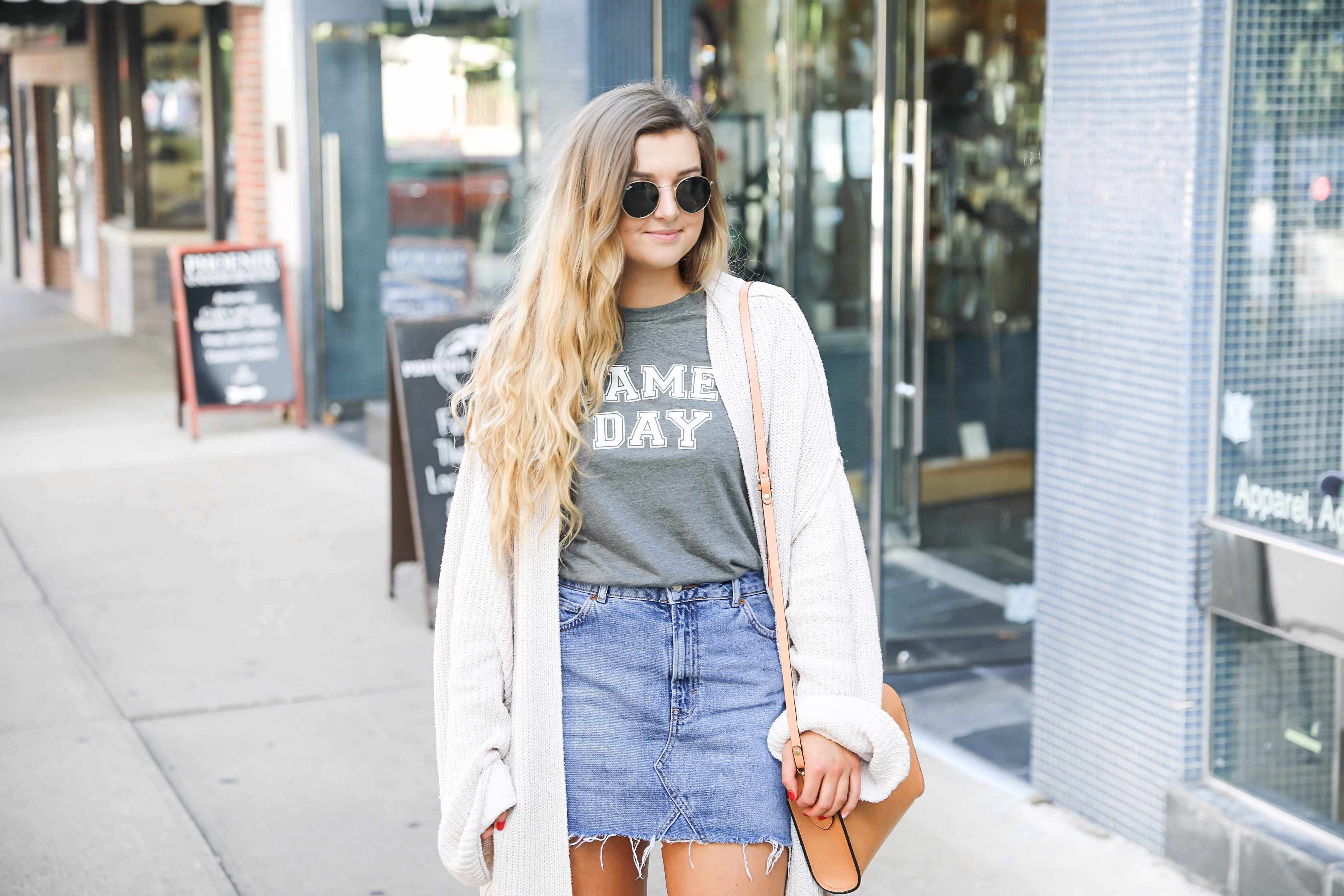 College game day outfit ideas! Perfect outfits to wear to football games for any school. I love this game day tee with this cute jean skirt! Check out the details on fashion blog daily dose of charm by lauren lindmark