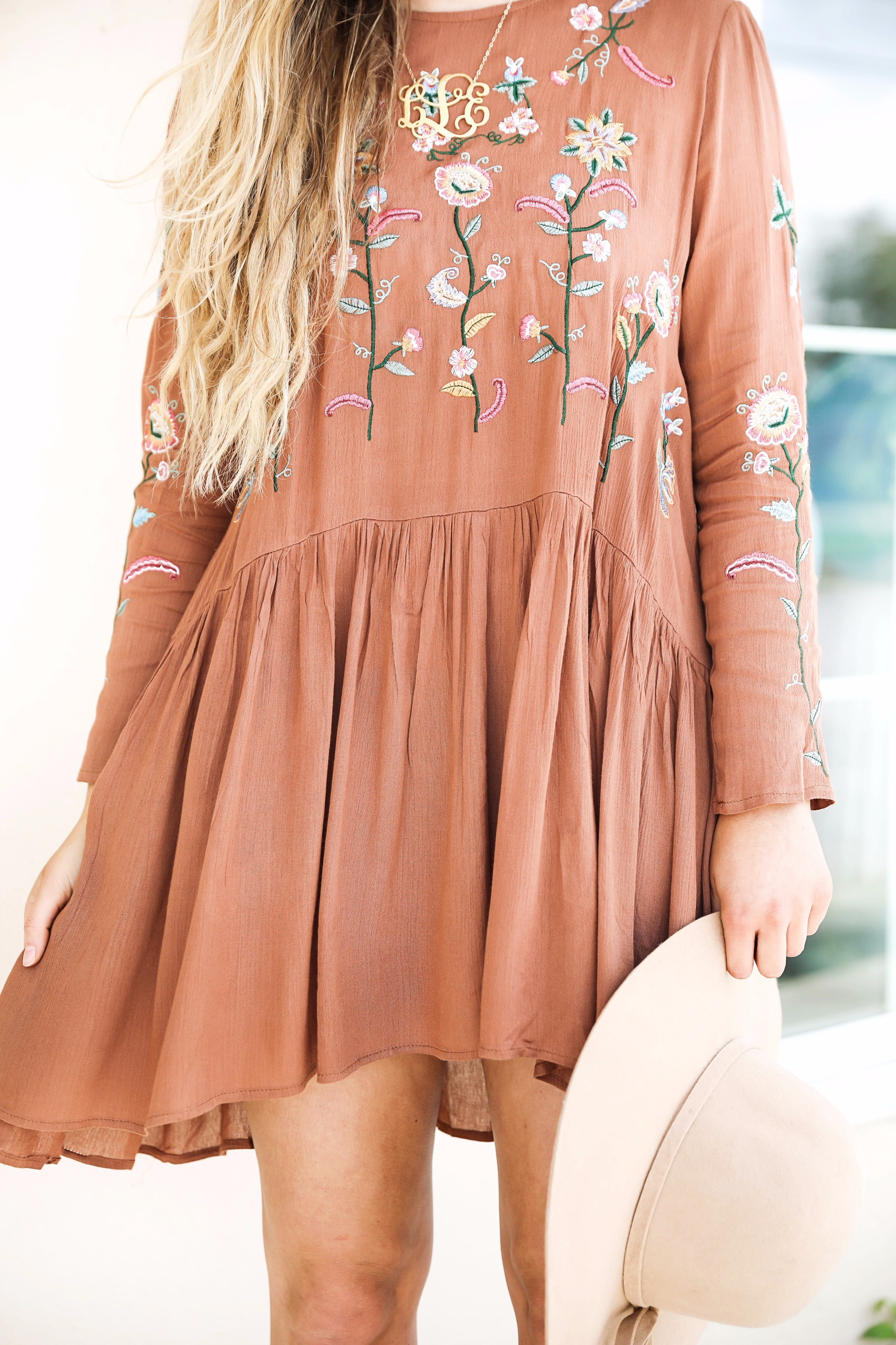 Embroidered dress for fall! I love the cute fall color of the dress too! This outfit is super cute for the fall months! By fashion blogger lauren lindmark on daily dose of charm