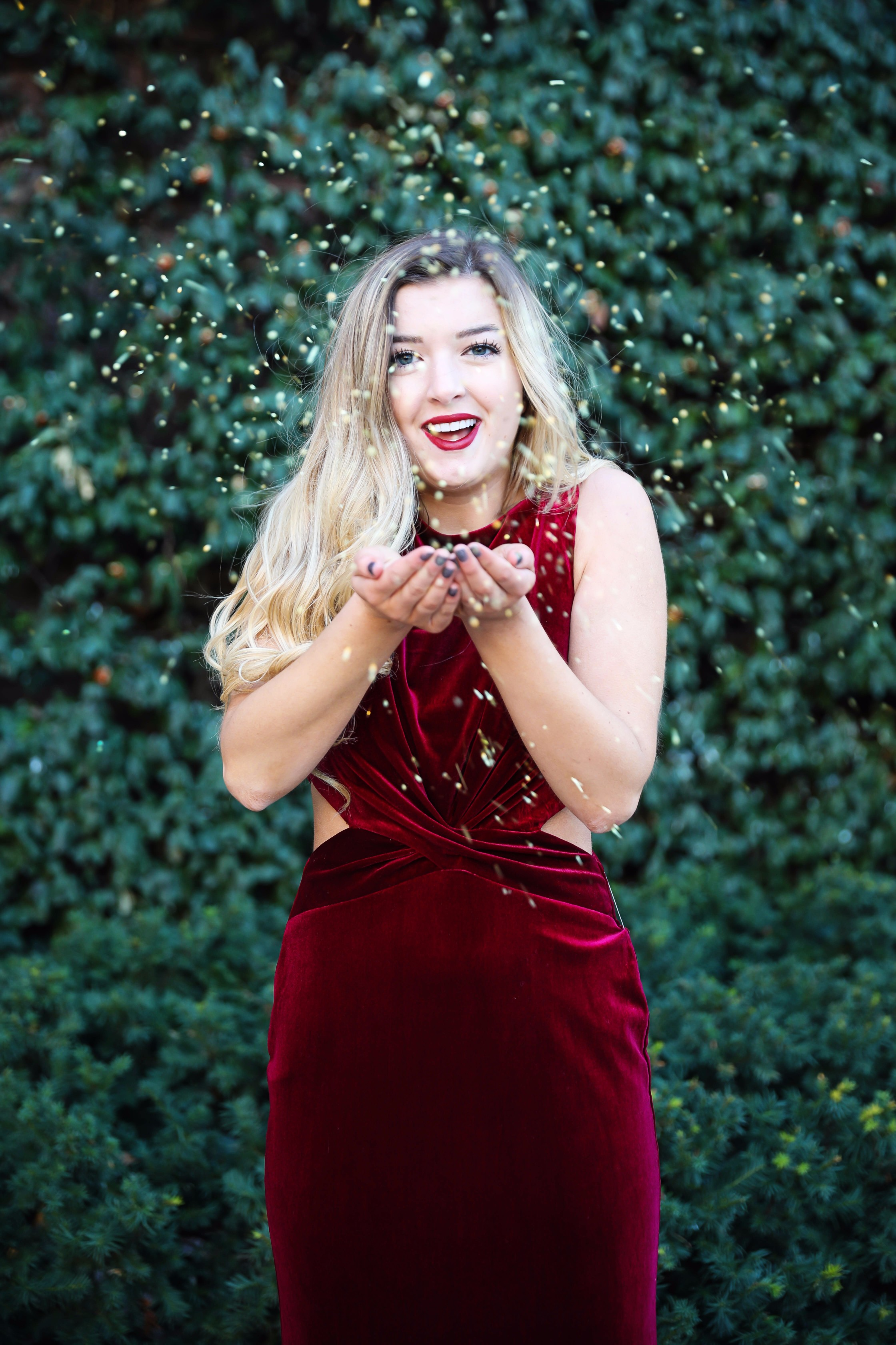 Holiday party dress idea! I love this elegant red velvet maxi dress, perfect for christmas coctail dress! Details on fashion blog daily dose of charm by lauren lindmark