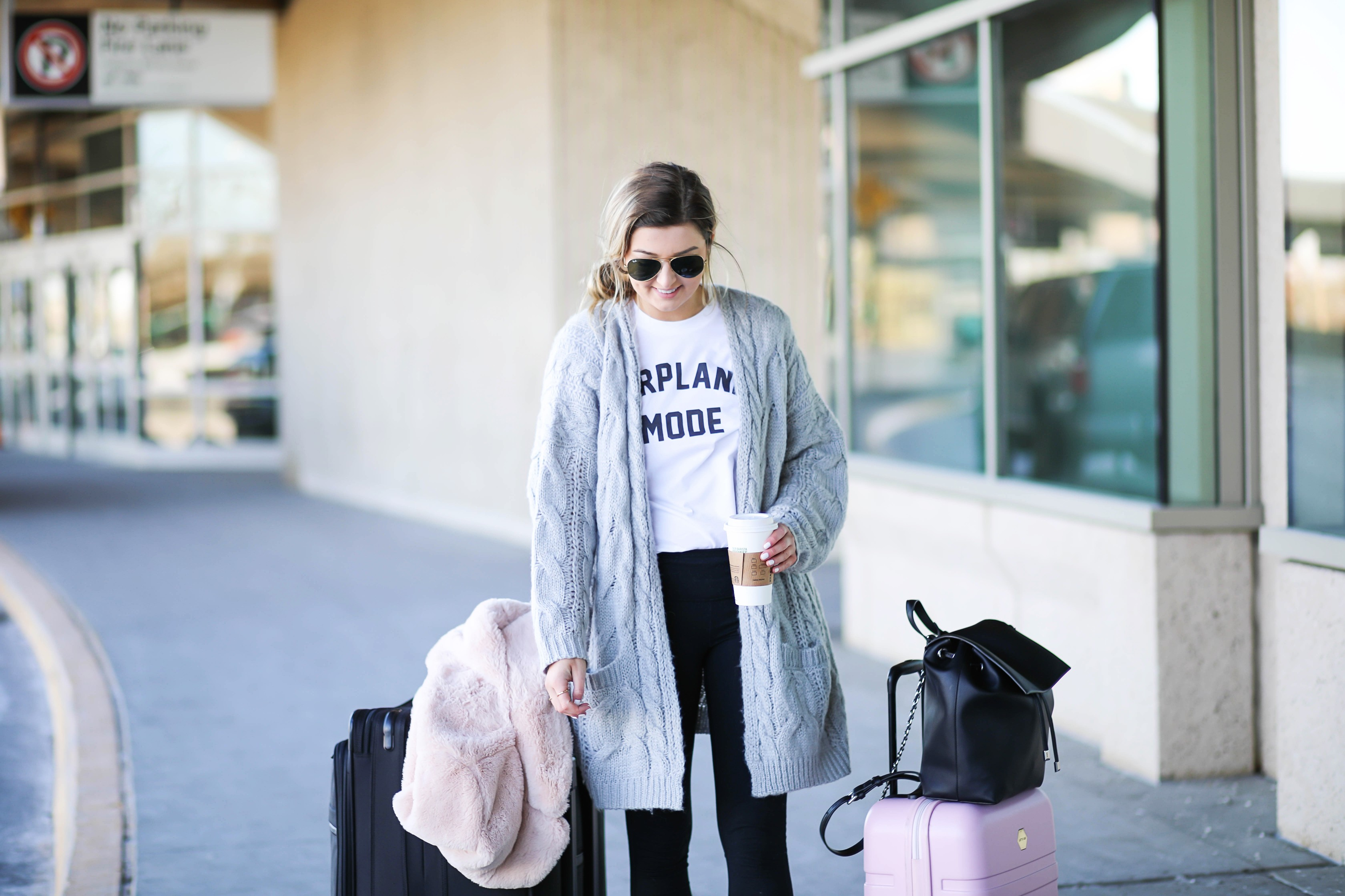 Airplane outfit! What to wear on an airplane. Artport style on fashion blog daily dose of charm by lauren lindmark