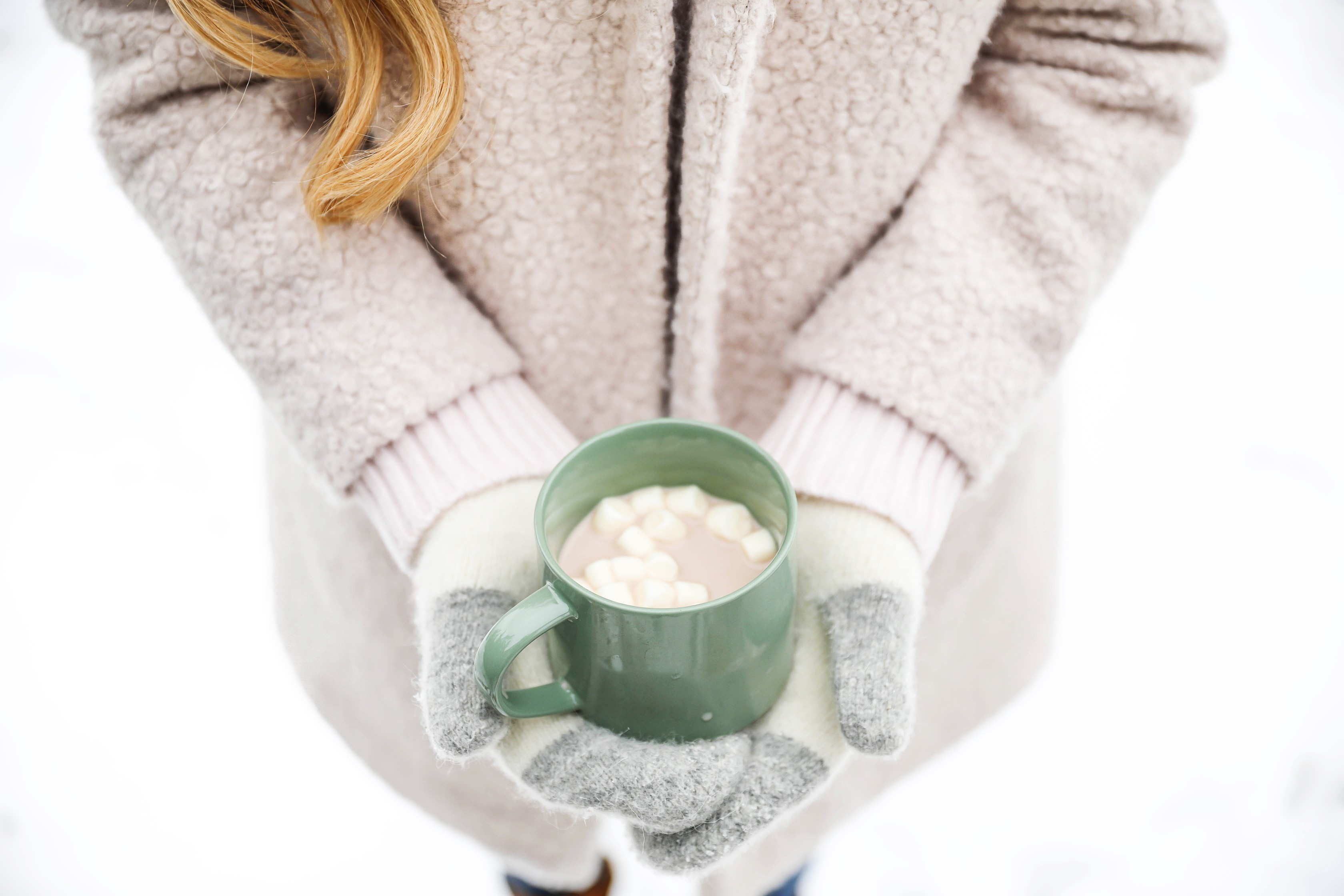 Cozy winter photo holding hot cocoa with mittens! How to protect your hands from the cold and snow! Tips for dry hand and cracked hands! Details on fashion blog daily dose of charm by lauren lindmark