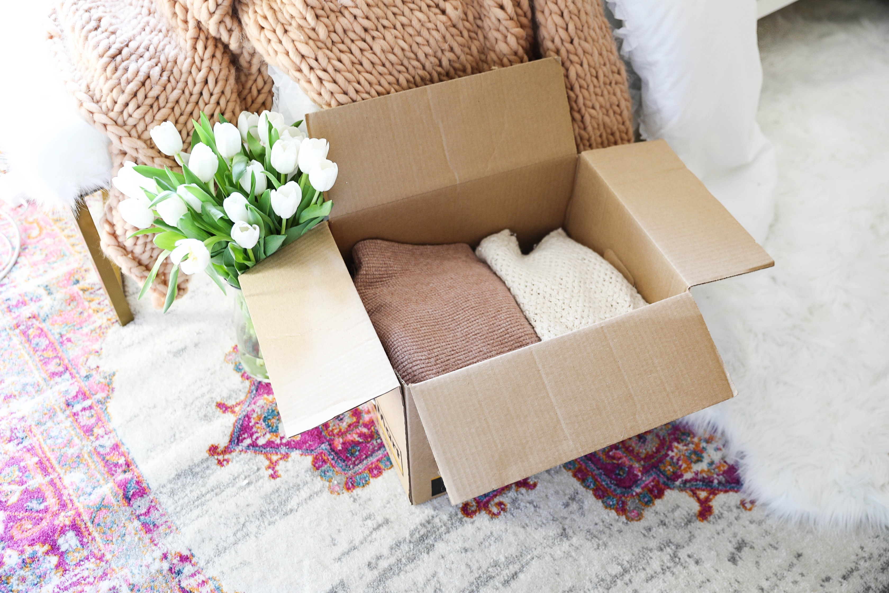 Packing tips or moving! College moving tips for a new apartment! Tips for packing for a move! Details on fashion blog daily dose of charm by lauren lindmark