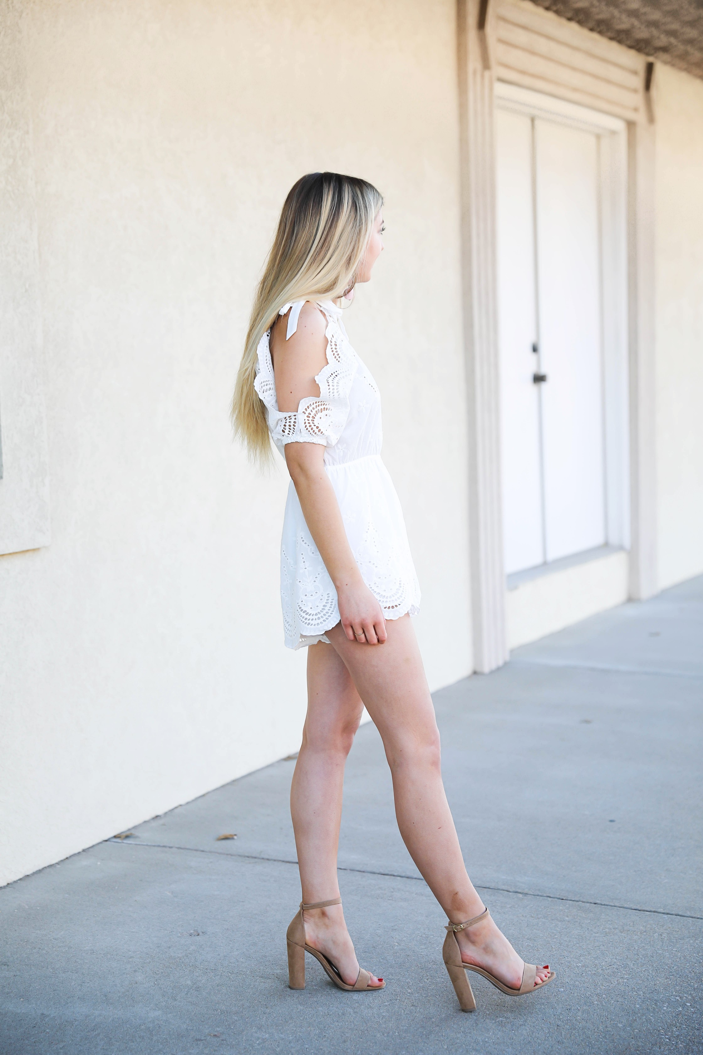 Scalloped romper from Hello Molly! Perfect outfit for valentine's day! Cute white romper for spring or summer! Get the details on daily dose of charm by lauren lindmark