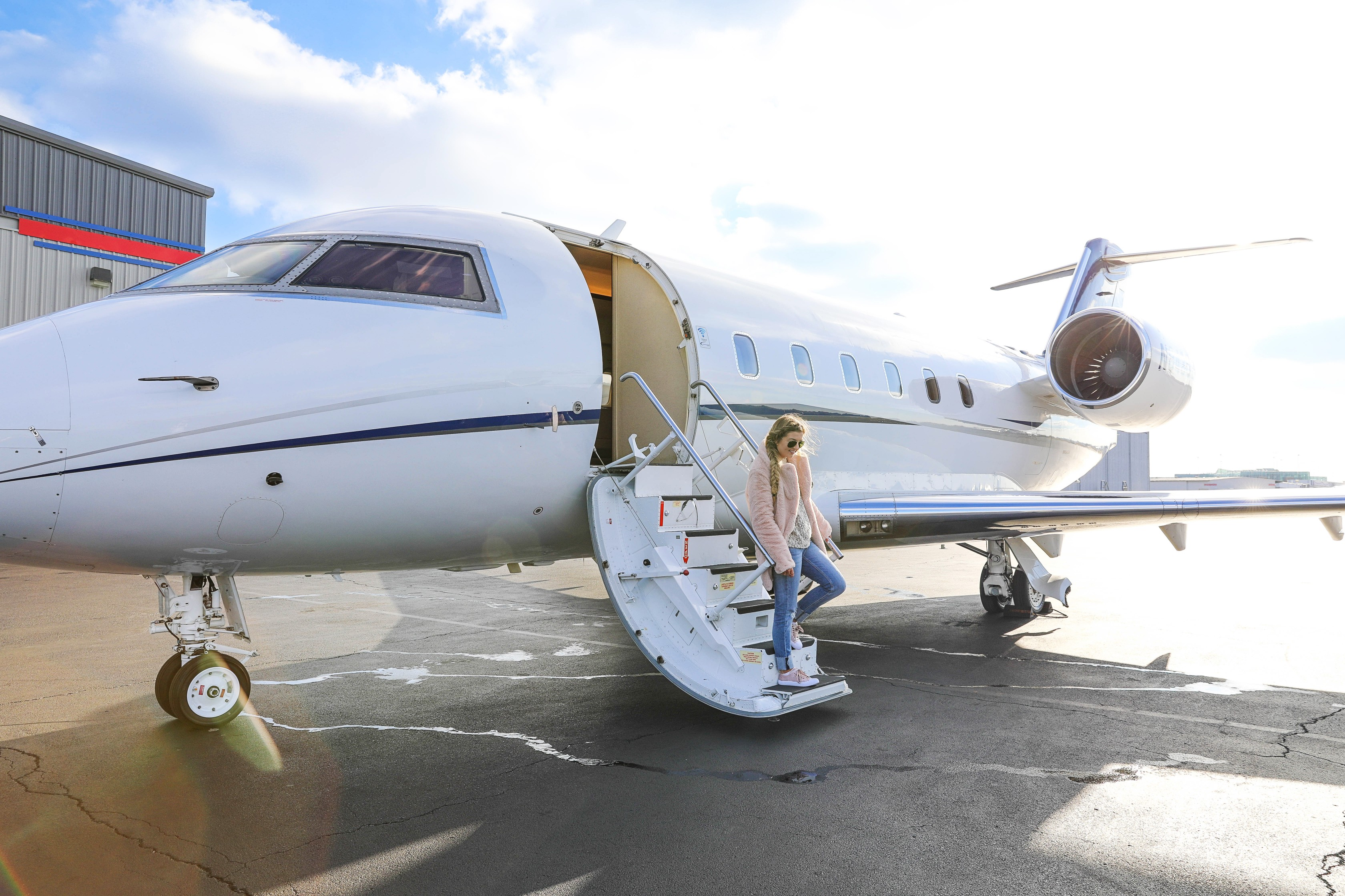 Private jet fashion blogger daily dose of charm lauren lindmark