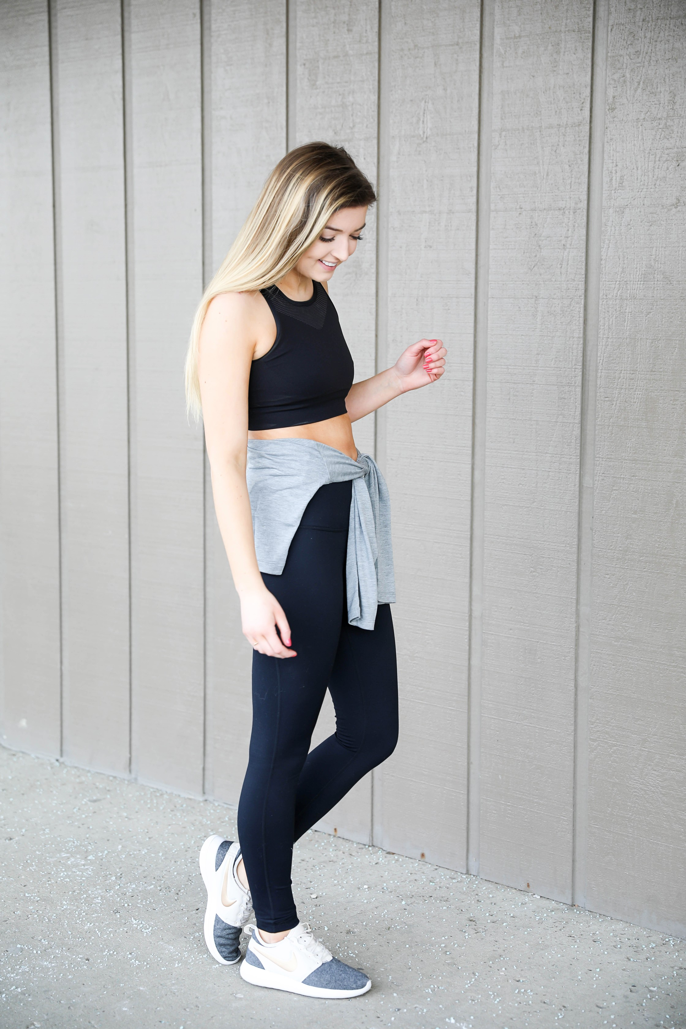 Cute workout look ideas! Athleisure outfit with a cute nike cropped tee, zella high waisted leggings, and nike two tone mesh sneakers with a gold logo! I love this athletic wear look! Details on fashion blog daily dose of charm lauren lindmark