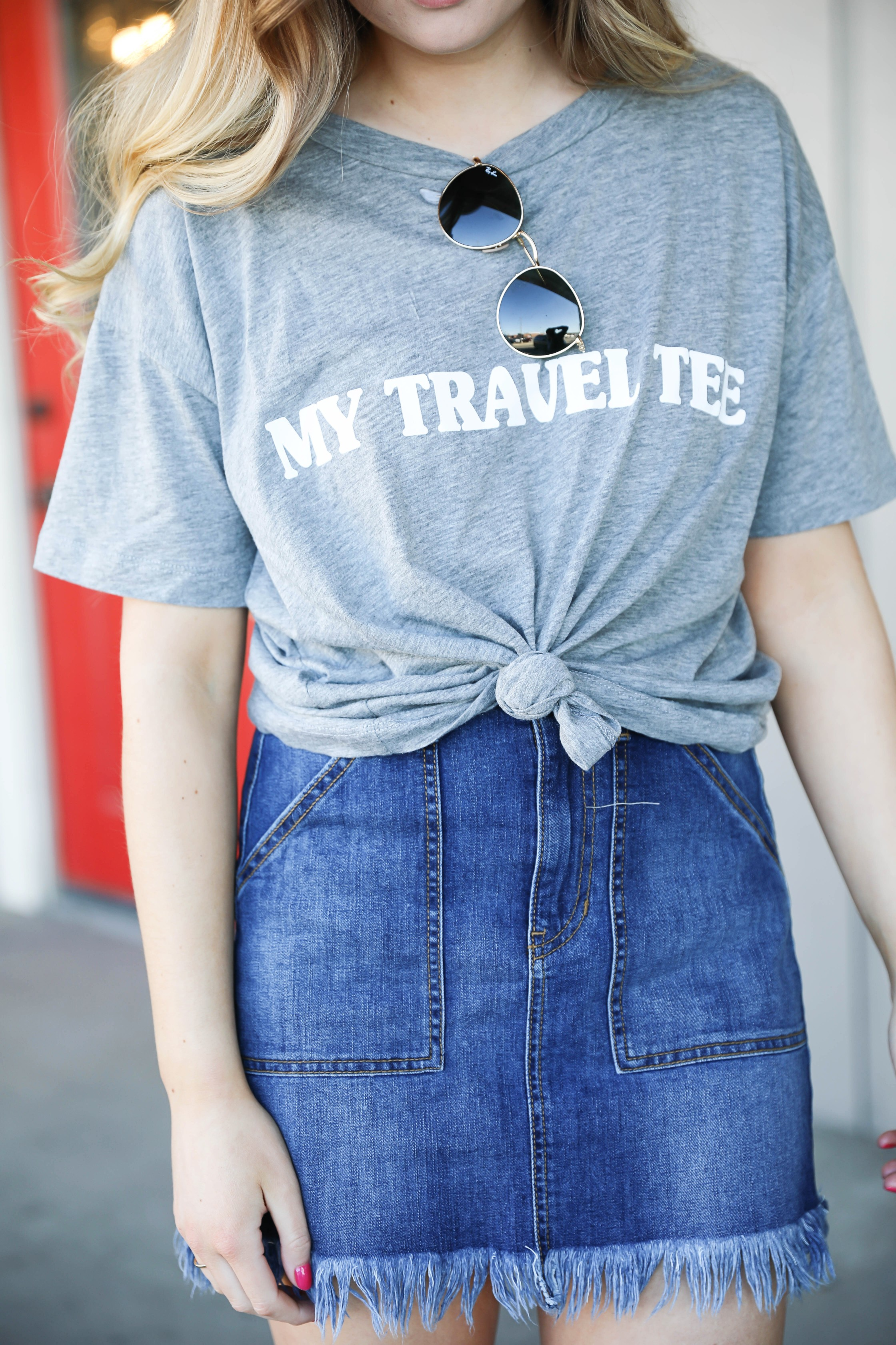 Show Me your mumu grey travel tee! This is such a cute travel tshirt! Not to mention, this jean skirt is adorable! I love how the jean skirt is frayed! Details on fashion blog daily dose of charm by lauren lindmark