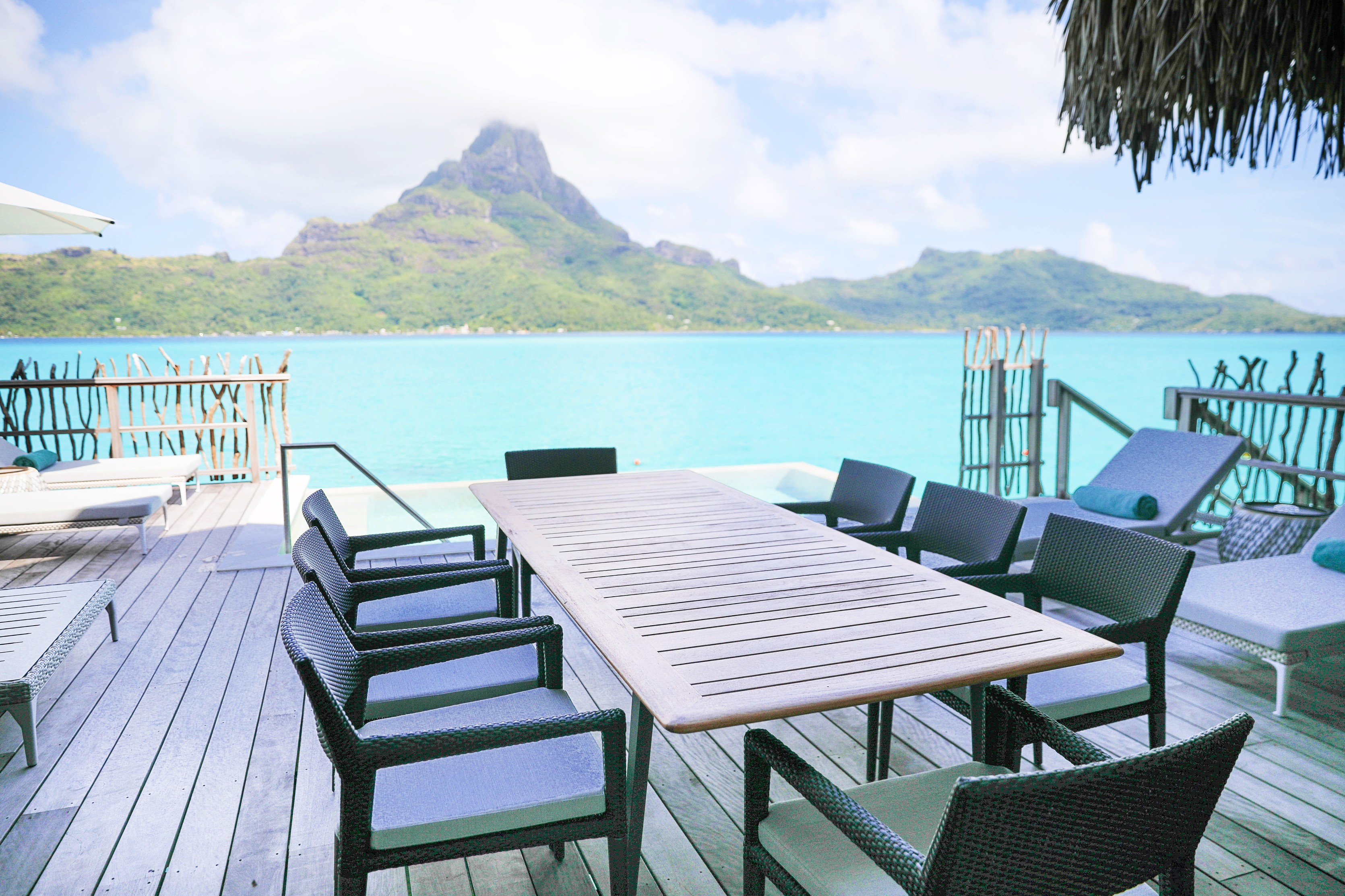 Bora Bora Villa tour at the Intercontinental Hotel Thalasso ! Lauren Lindmark is a fashion and travel blogger! See travel photos of the beautiful blue ocean in Bora Bora, French Polynesia on fashion blog daily dose of charm by lauren Lindmark