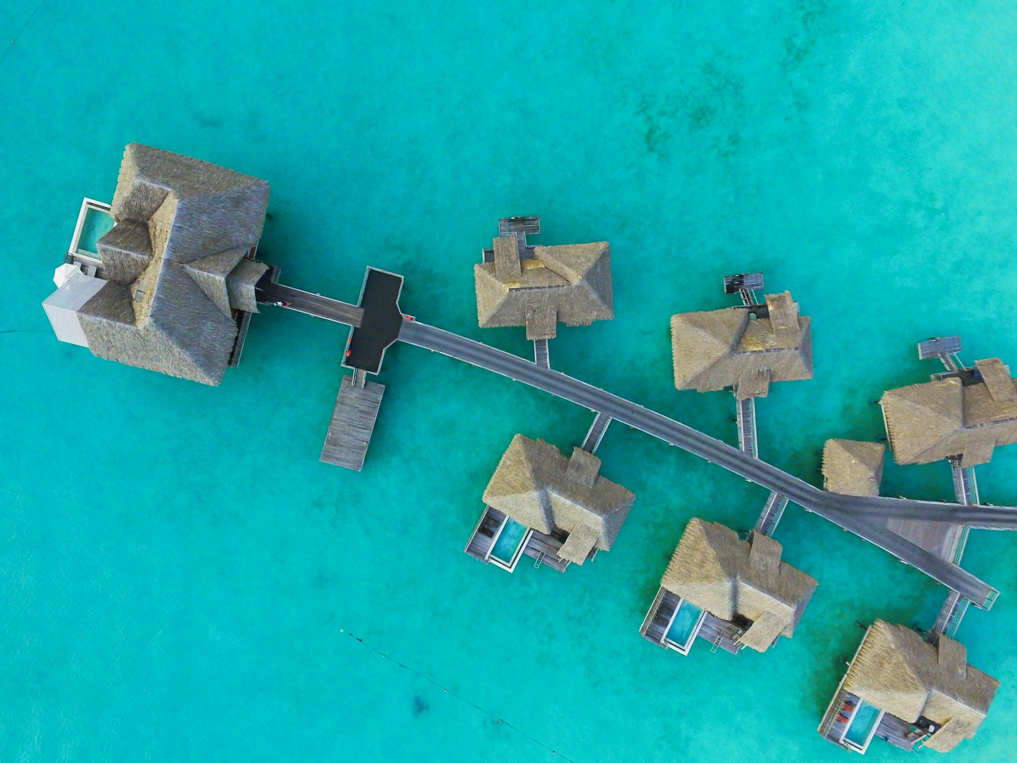 Bora Bora drone shots and a Villa tour at the Intercontinental Hotel Thalasso ! Lauren Lindmark is a fashion and travel blogger! See travel photos of the beautiful blue ocean in Bora Bora, French Polynesia on fashion blog daily dose of charm by lauren Lindmark