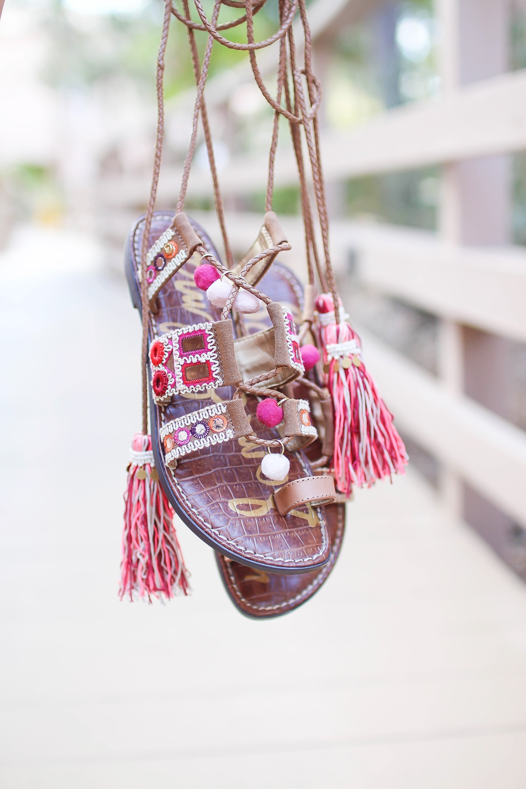 Spring shoes I am loving! Cute spring wedges, sandals, soludos, and more! Details on daily dose of charm by Lauren Lindmark