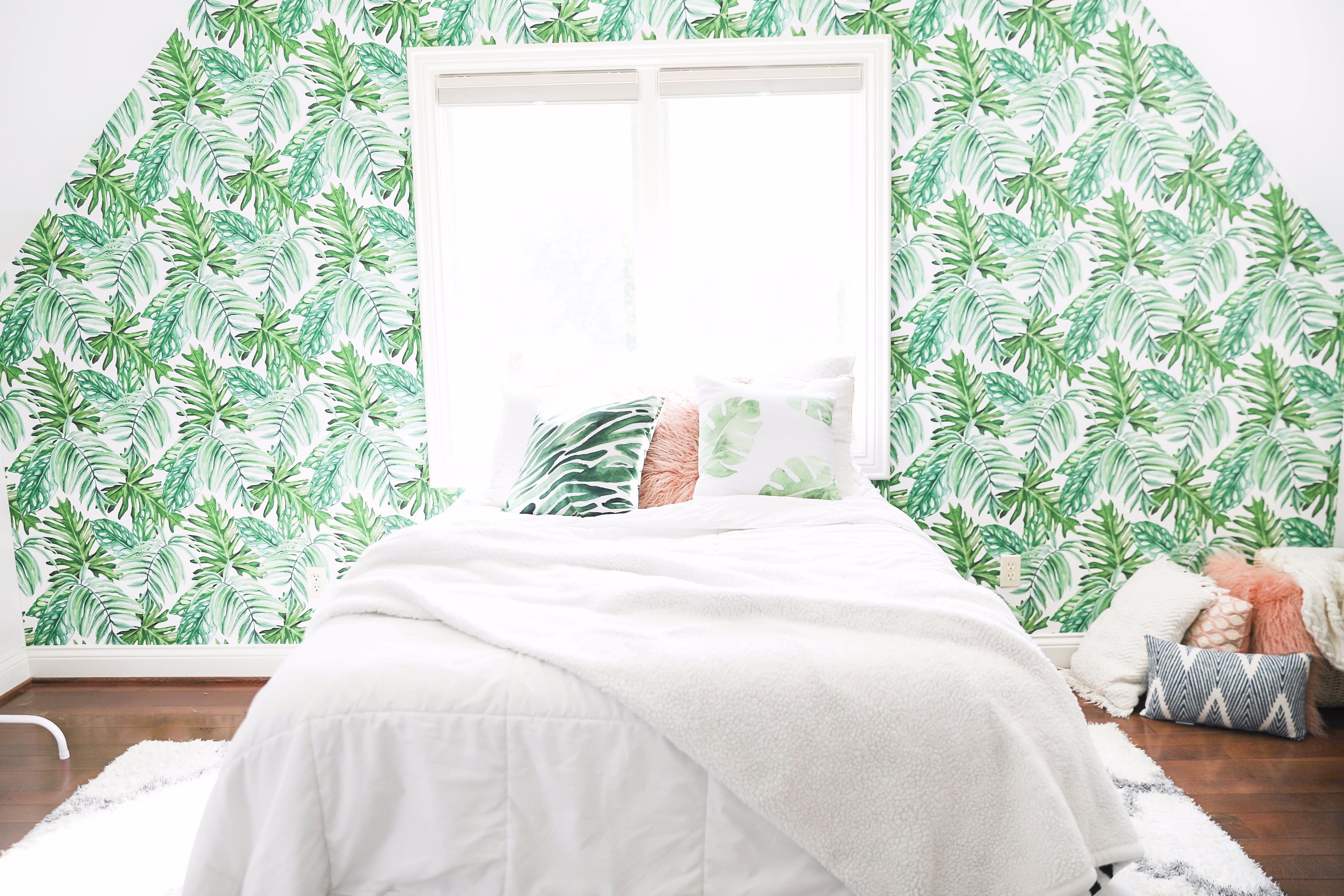 Transtioning your room into spring! How to make your room bright for spring! Details on fashion blog daily dose of charm by lauren lindmark