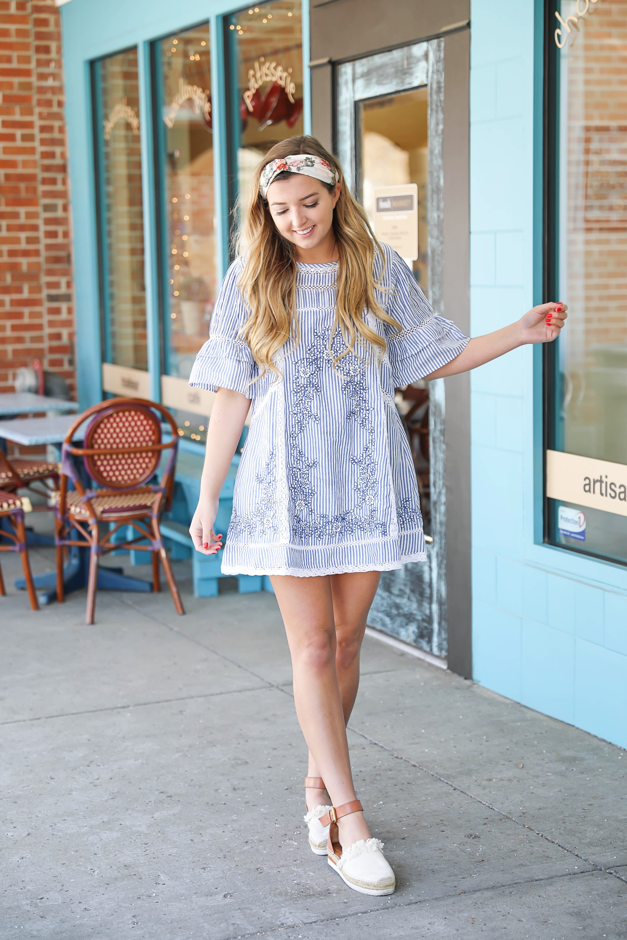 The perfect spring day outfit! I am loving casual dresses right now, and this one by Free People is so cute! The Seersucker flowy embrodiered dress goes perfectly with a floral knot headband and espadrille sandals! Get the details on fashion blog daily dose of charm by lauren lindmark