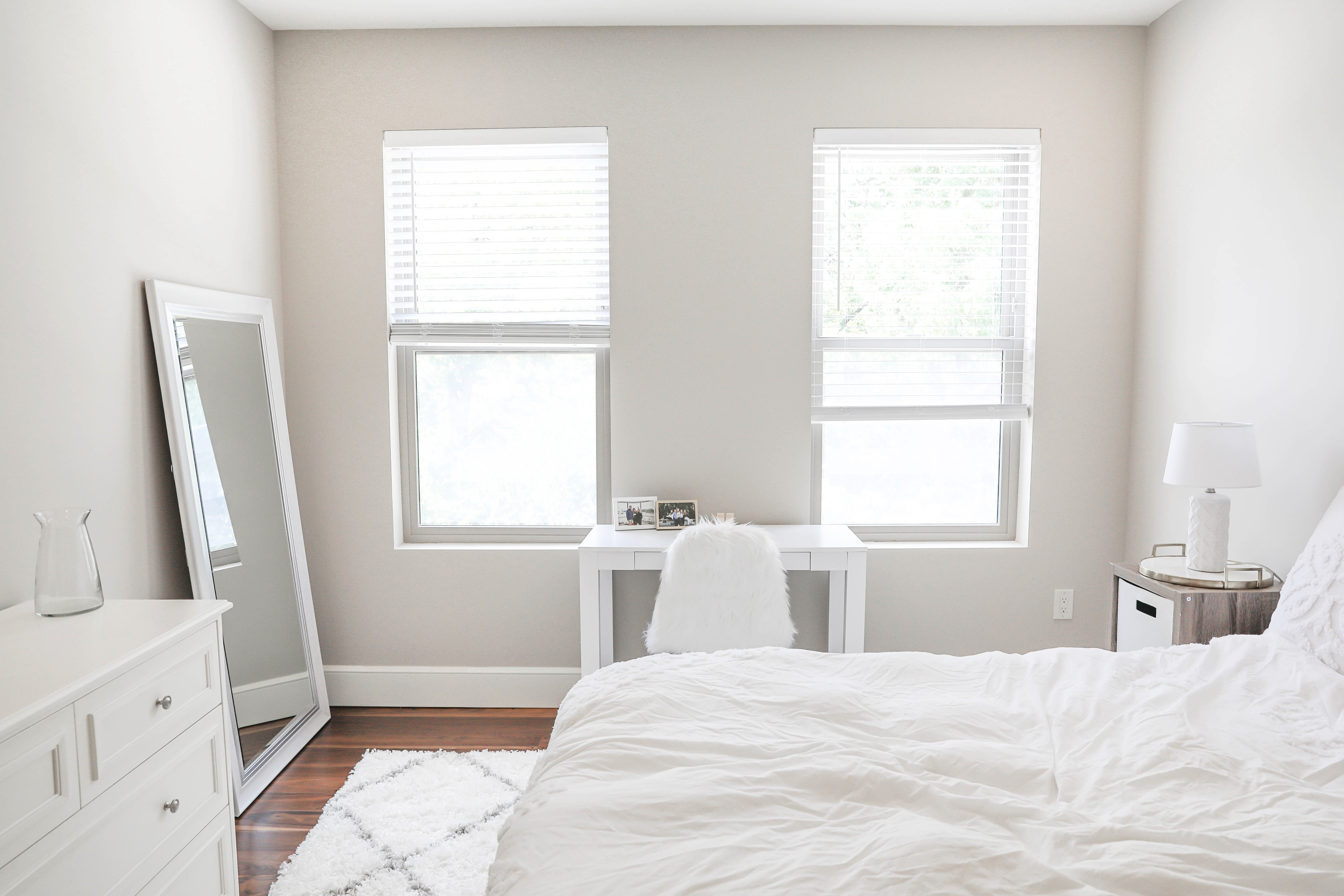 I moved! Sneak peak apartment tour for my white and gray room! I love simple and elegant apartment decor! My nuloom rug looks so good with my white furniture! Details on daily dose of charm by lauren lindmark