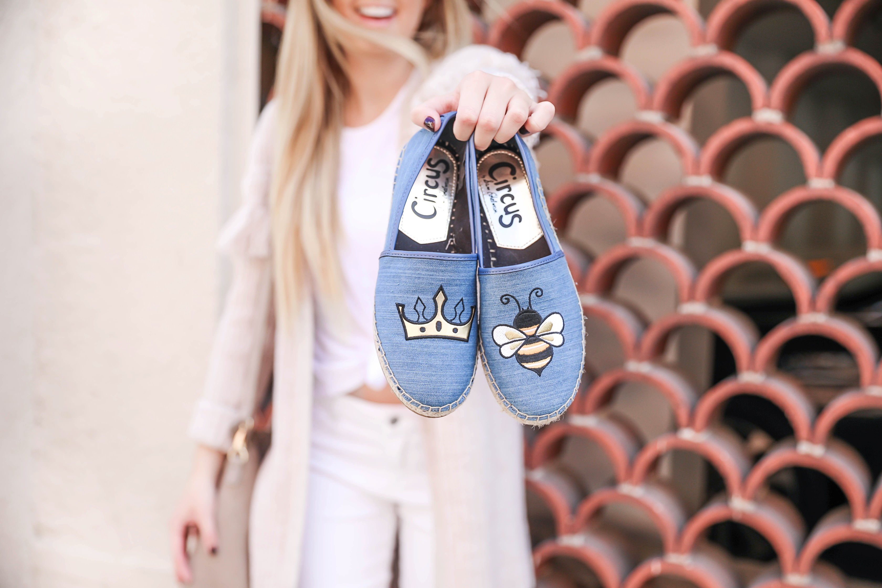 Statement shoes for fall from Stage Stores! I can't stop buying shoes for this season, I am sharing this super cute all white look with these adorable Sam Edelman soludos flats that say