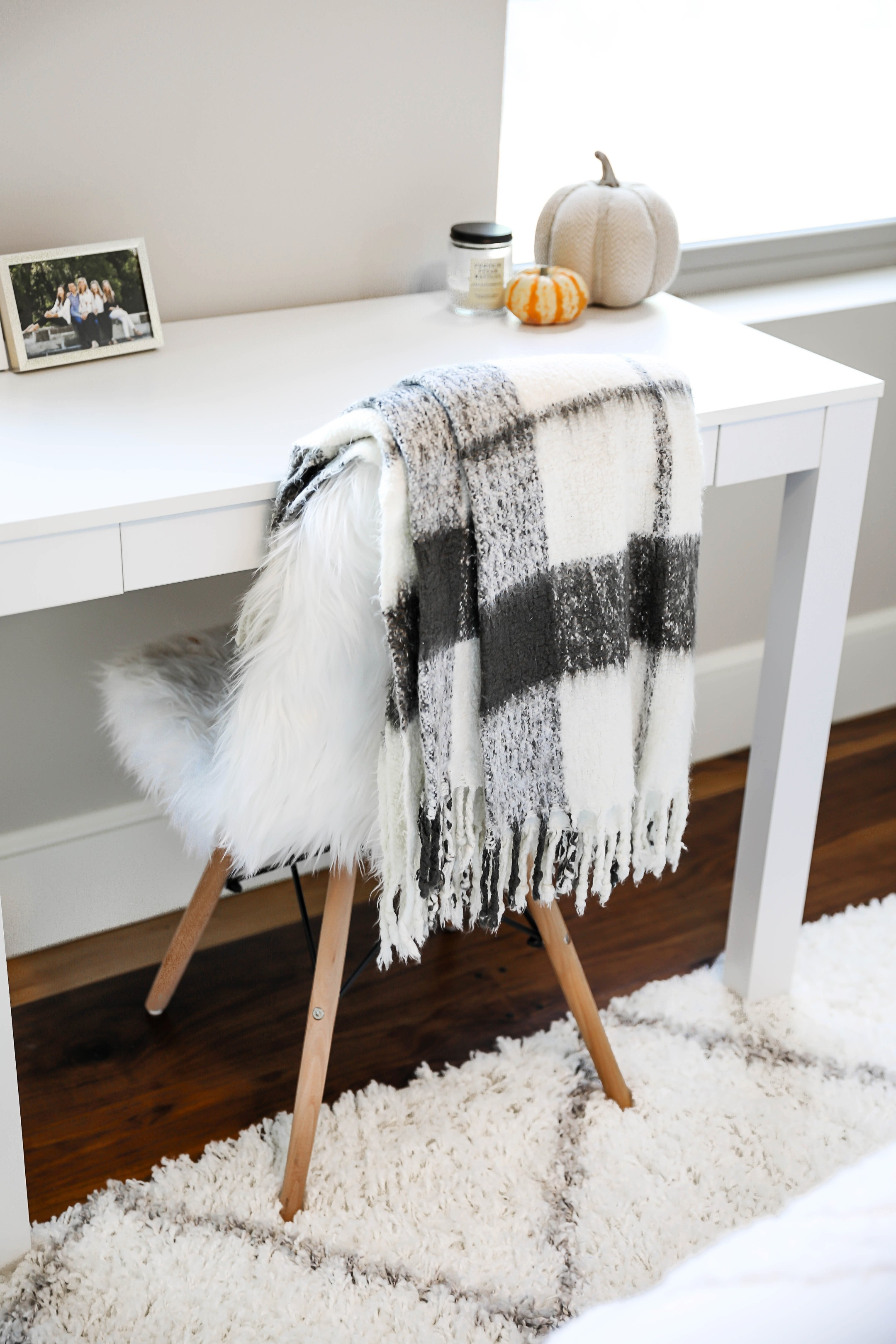 Fall Room Decor Ideas! Inspiration For White And Bright Room! Check Out  This Fashion