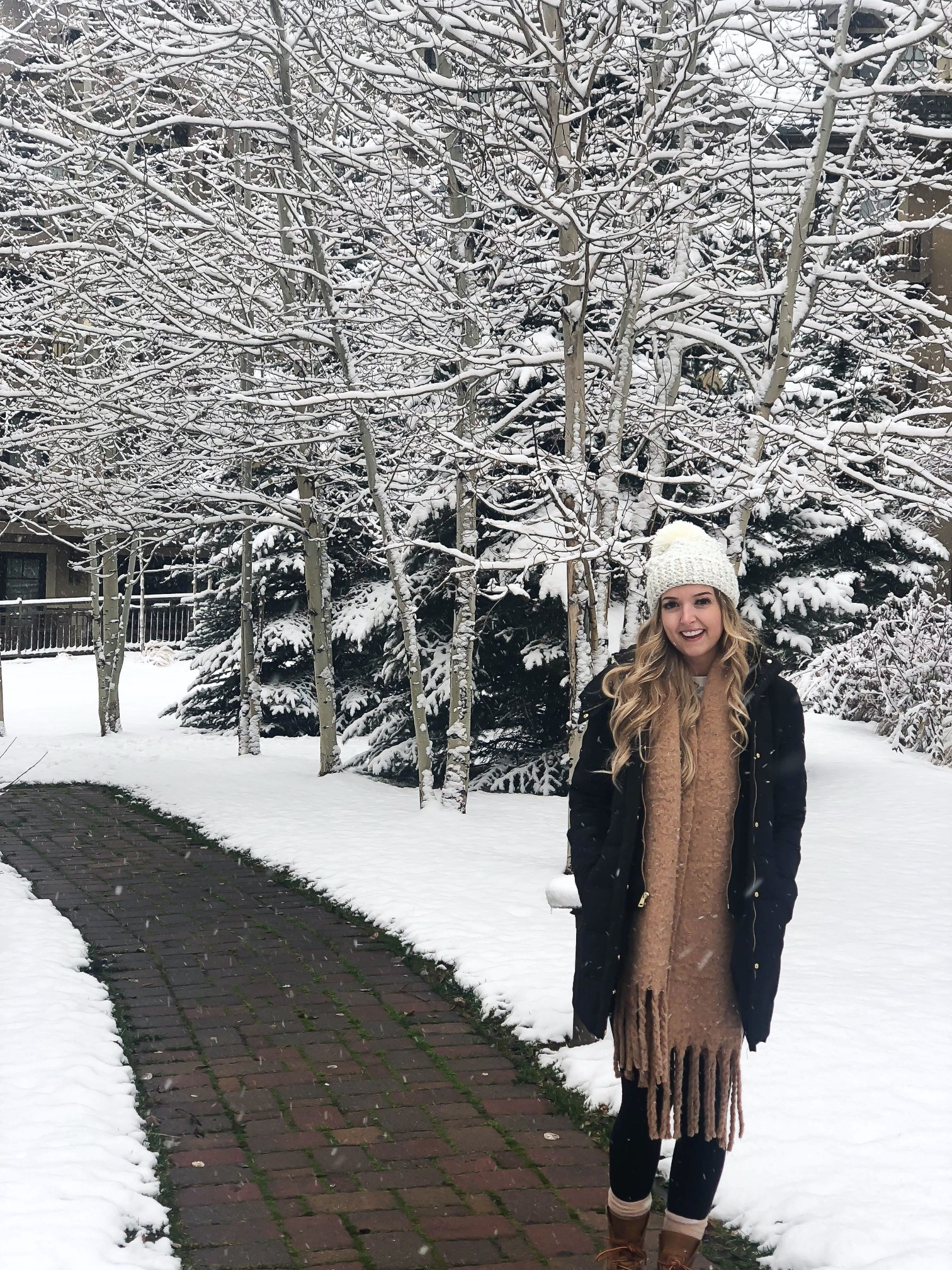 What I wore in Vail! Went to Vail, Colorado last weekend for a wedding so I wanted to share my everyday Colorado outfits and my wedding arrive! We went in November and it was beautiful and snowy! Details on fashion blog daily dos of charm by lauren lindmark