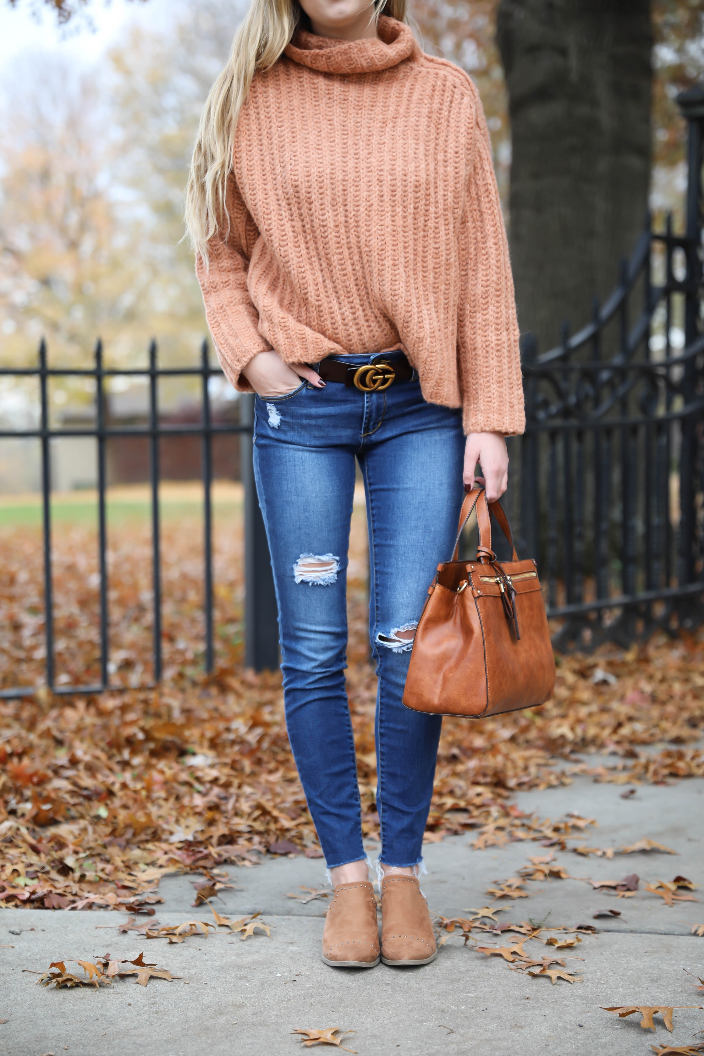 20 cute Thanksgiving outfit ideas for 2018! Details on fashion blogger's lauren lindmark blog daily dose of charm