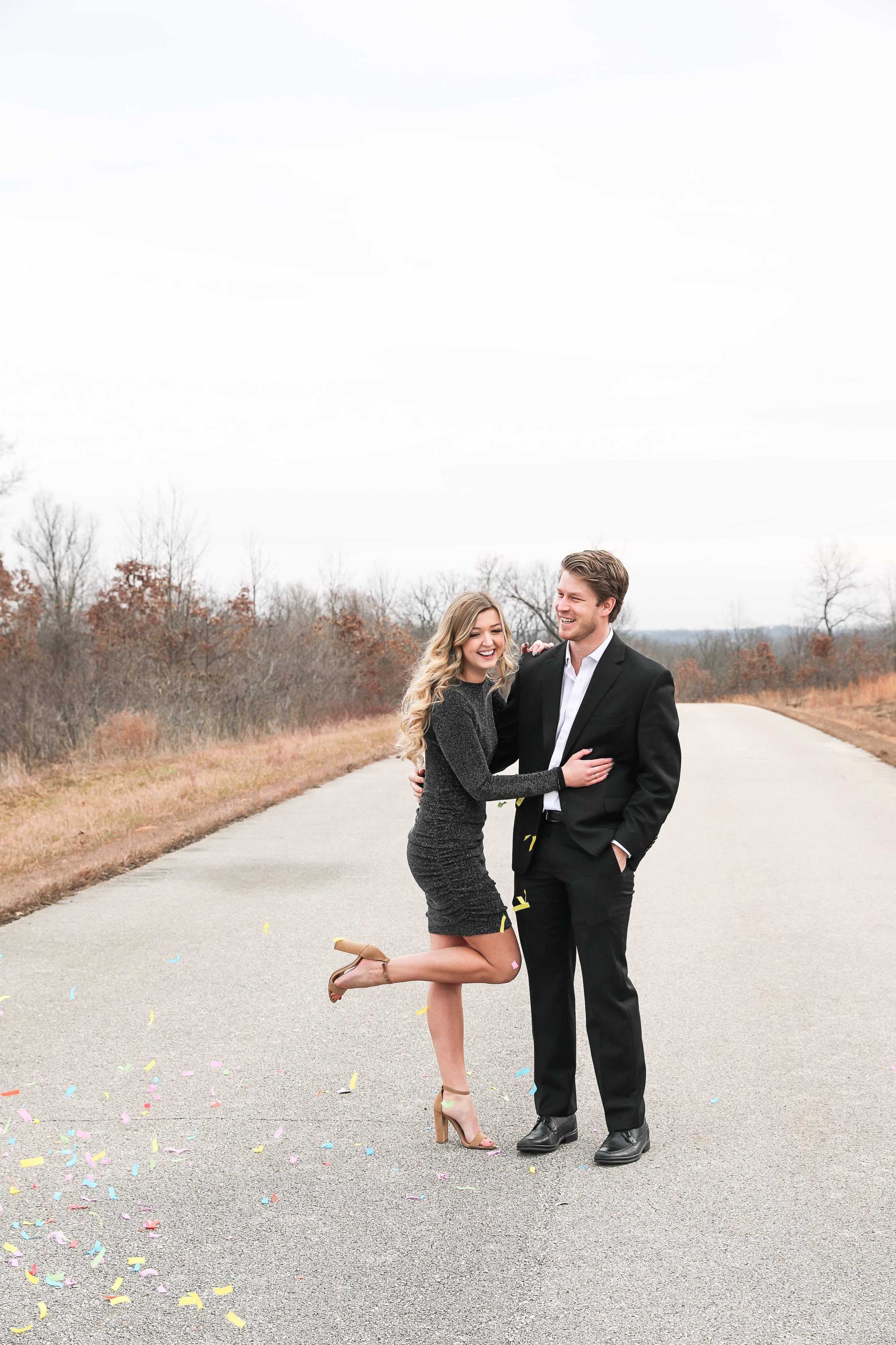 New Year's Eve photoshoot 2019! The cutest confetti photos! Hear the story about how I met my boyfriend one year ago on New Year's Eve! These are super cute couple photos! Details on fashion blog daily dose of charm by lauren lindmark