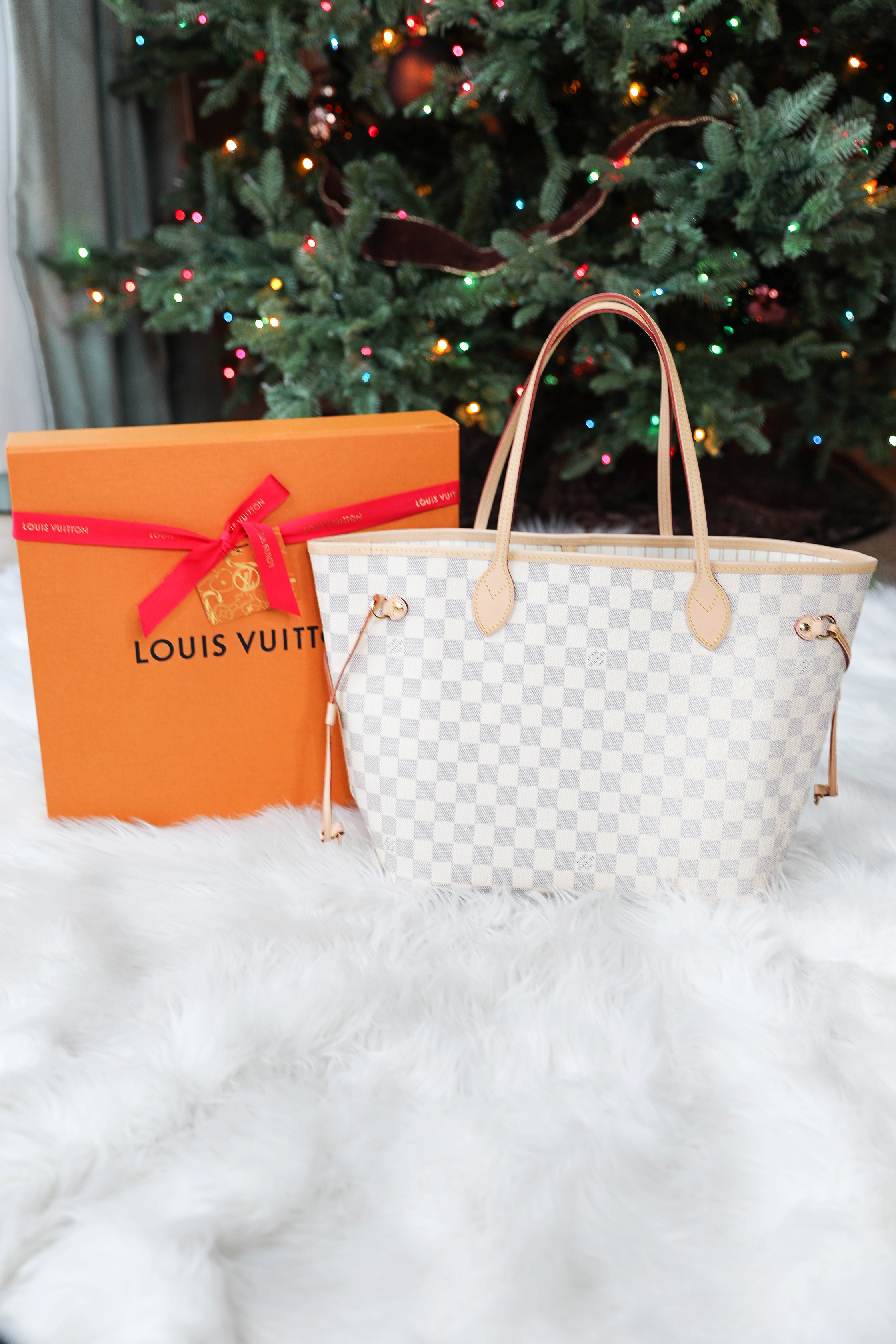 What I got for Christmas 2018! HUGE haul including a Louis Vuitton Neverfull MM, Apple Watch, Nespresso, and more! Details on fashion blog daily dose of charm by lauren lindmark