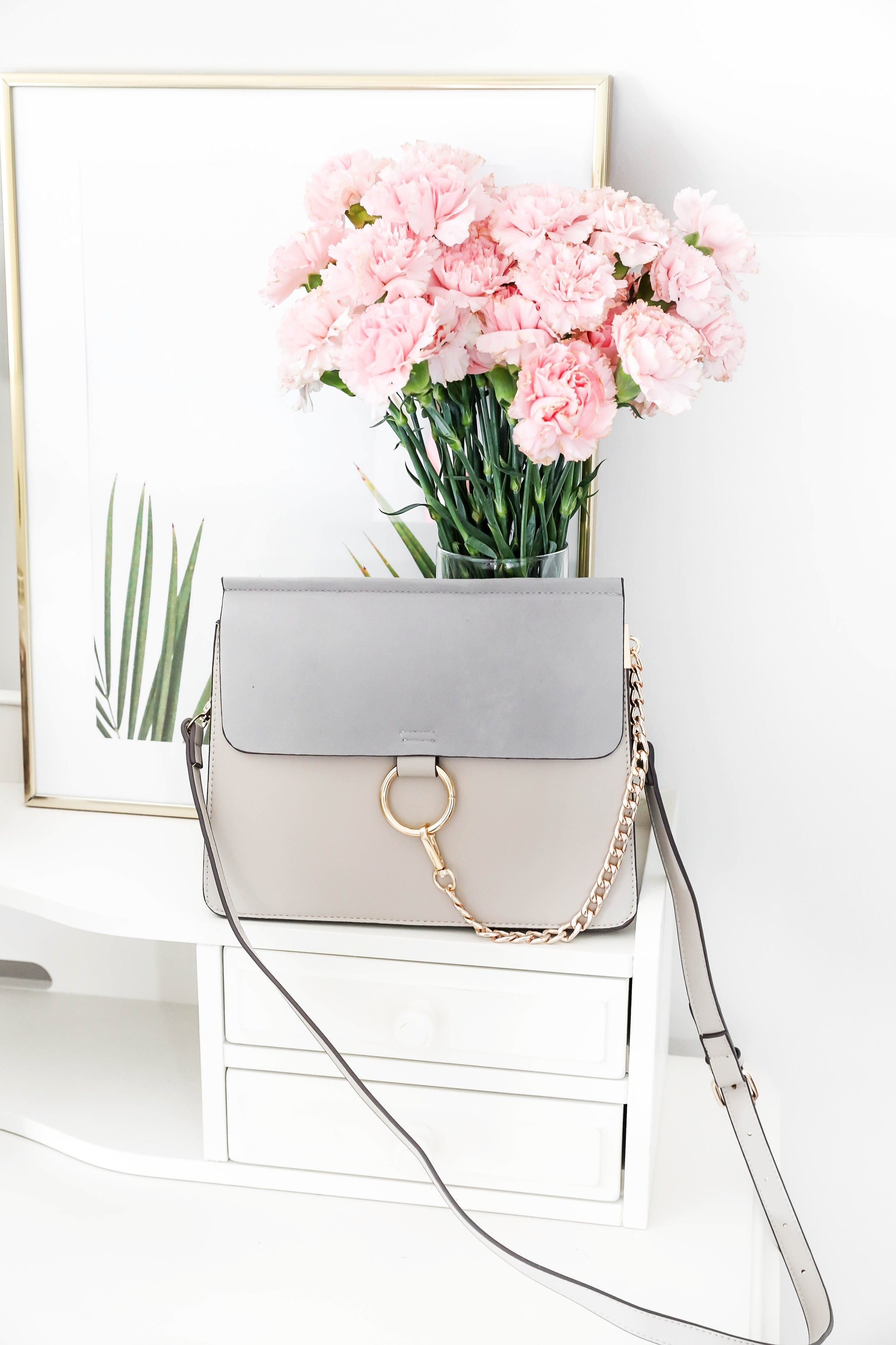 Amazon Designer handbag dupes! Tips on how to find cute designer dupes like this Chloé bag, Louis Vuitton purse, and Chanel dupes! More shopping tips on fashion blog daily dose of charm by lauren lindmark