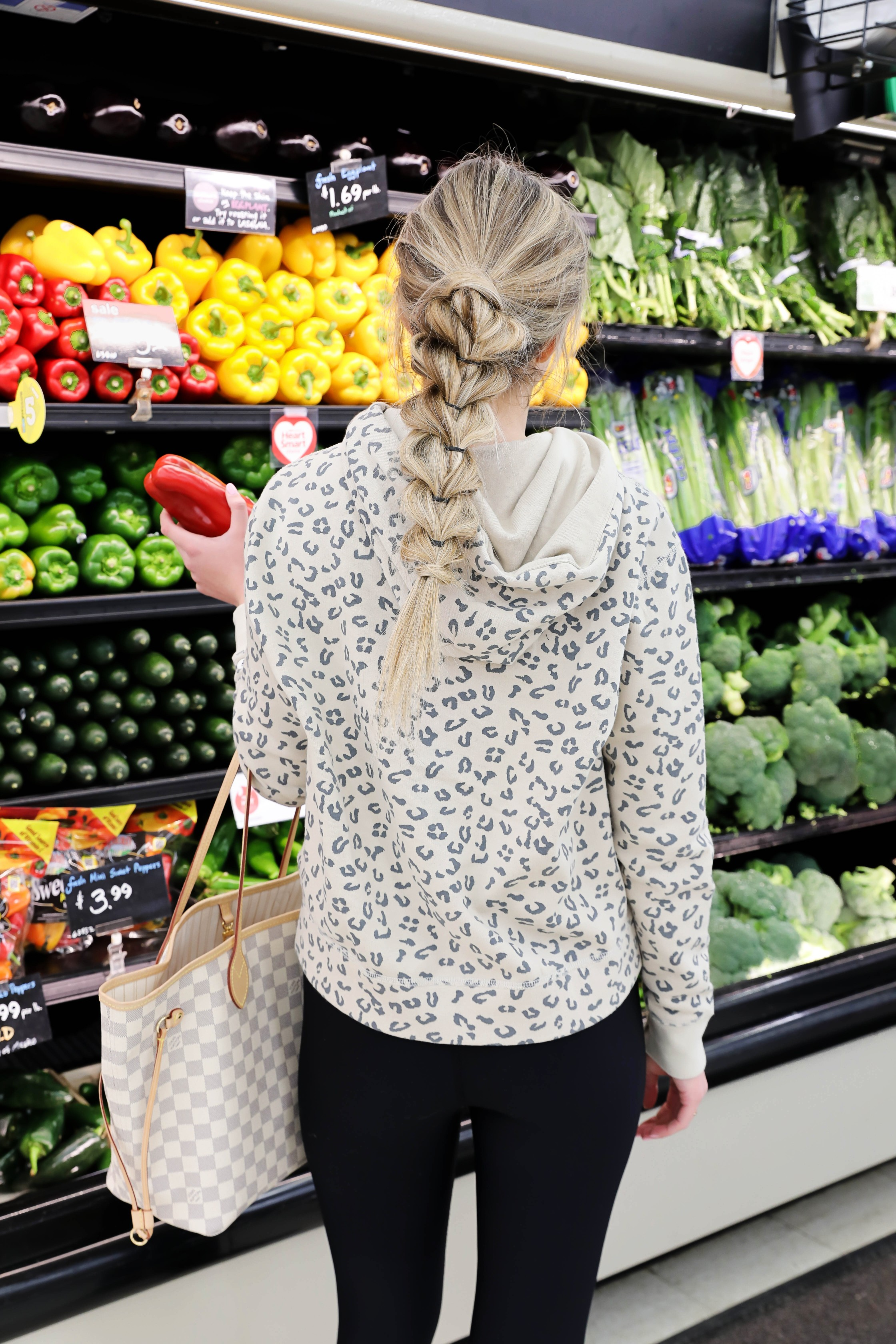 What I eat in a day! Healthy and dairy free meal ideas for girls on the go! I did the cutest bubble braid hairstyle today! I love going to the grocery store. For a snack I went to t.loft in Leawood, Kansas! Details on lifestyle and fashion blog daily dose of charm by lauren lindmark