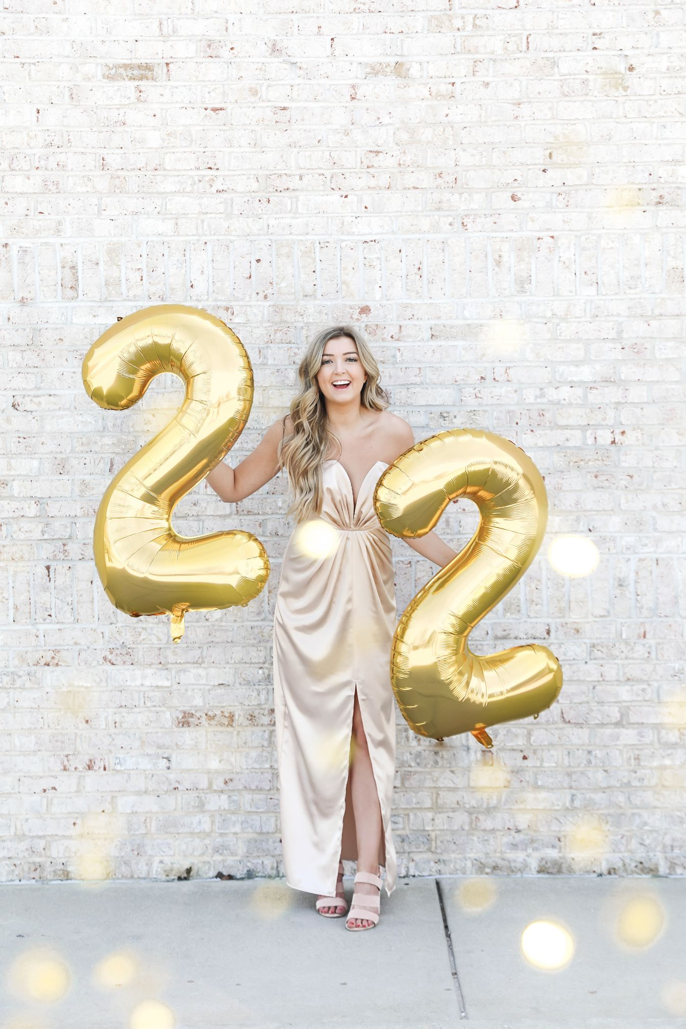 22nd birthday! I'm feeling twenty two! The cutest birthday balloons photoshoot with glitter confetti! I also love this gold dress! Details on fashion blog daily dose of charm by lauren lindmark