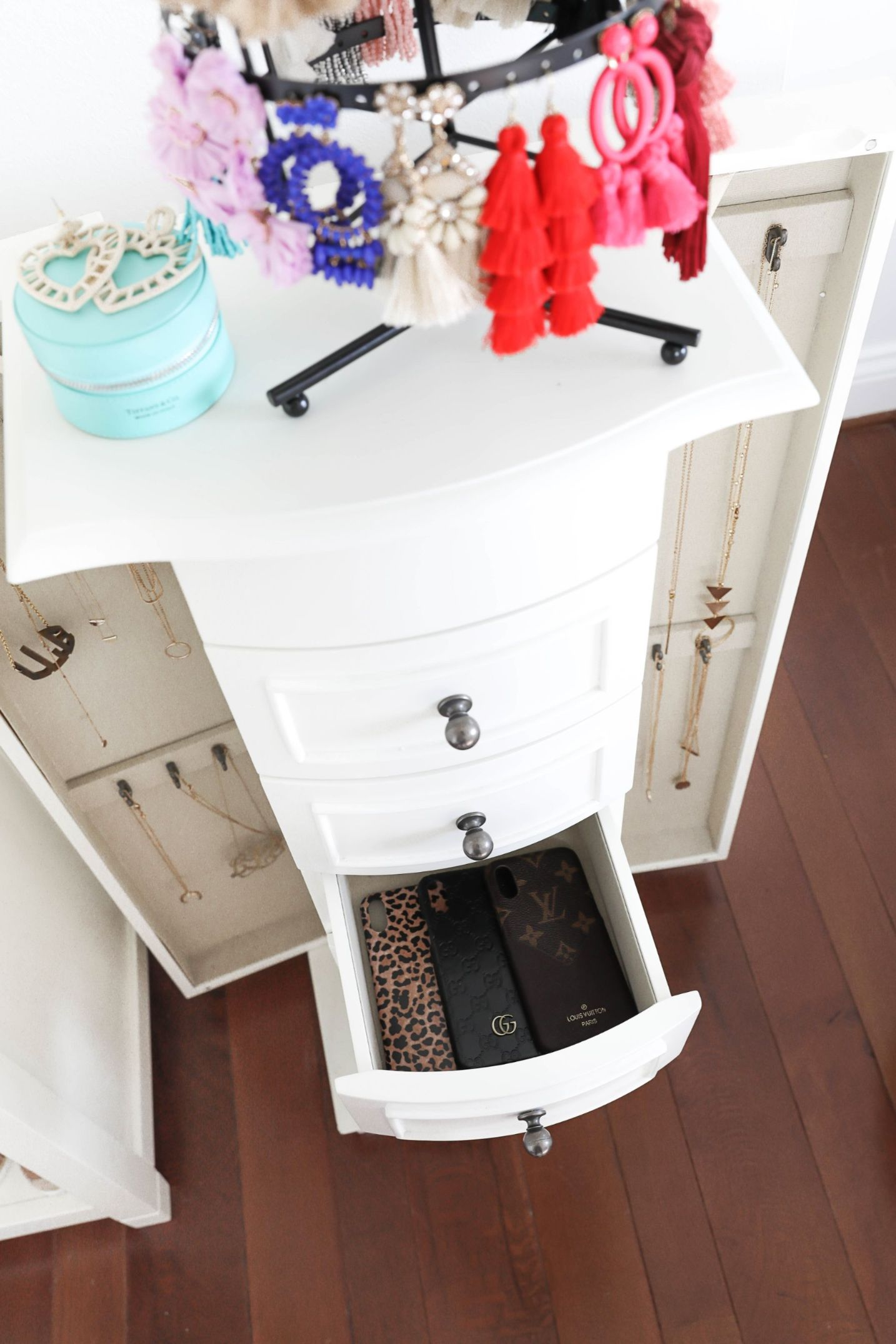 Jewelry organization ideas! Plus a roundup of all my favorite statement earrings at the moment! I love my jewelry armoire from pbteen by pottery barn! All details on lifestyle, decor, and fashion blog daily dose of charm lauren lindmark