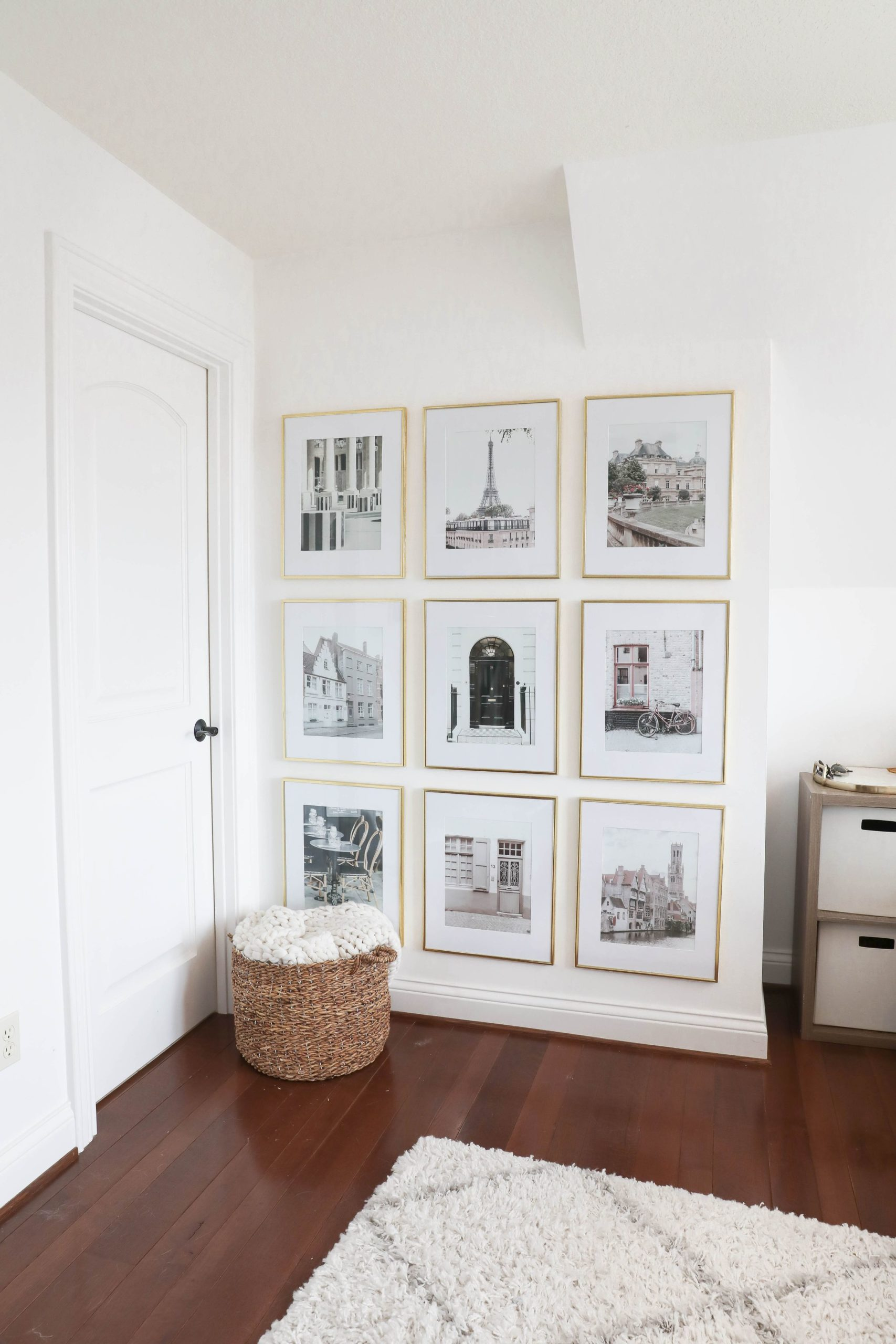 How to create the perfect gallery wall! Process from start to finish! On the blog daily dose of charm by Lauren Lindmark